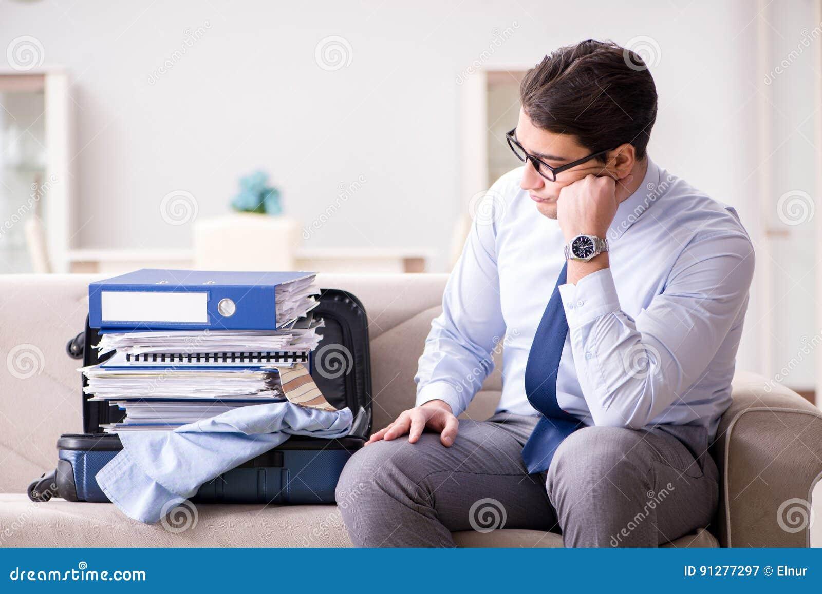 Affärsmannen som förbereder sig för affärsturen