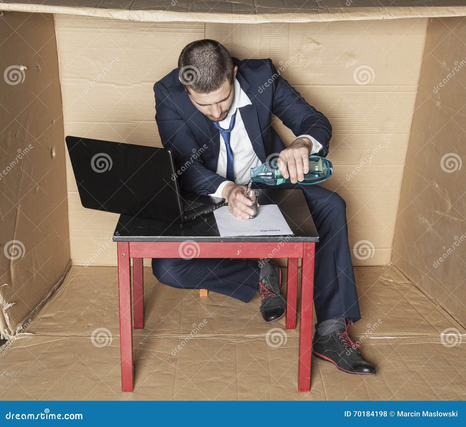 Affärsmantoppningalkohol på arbete