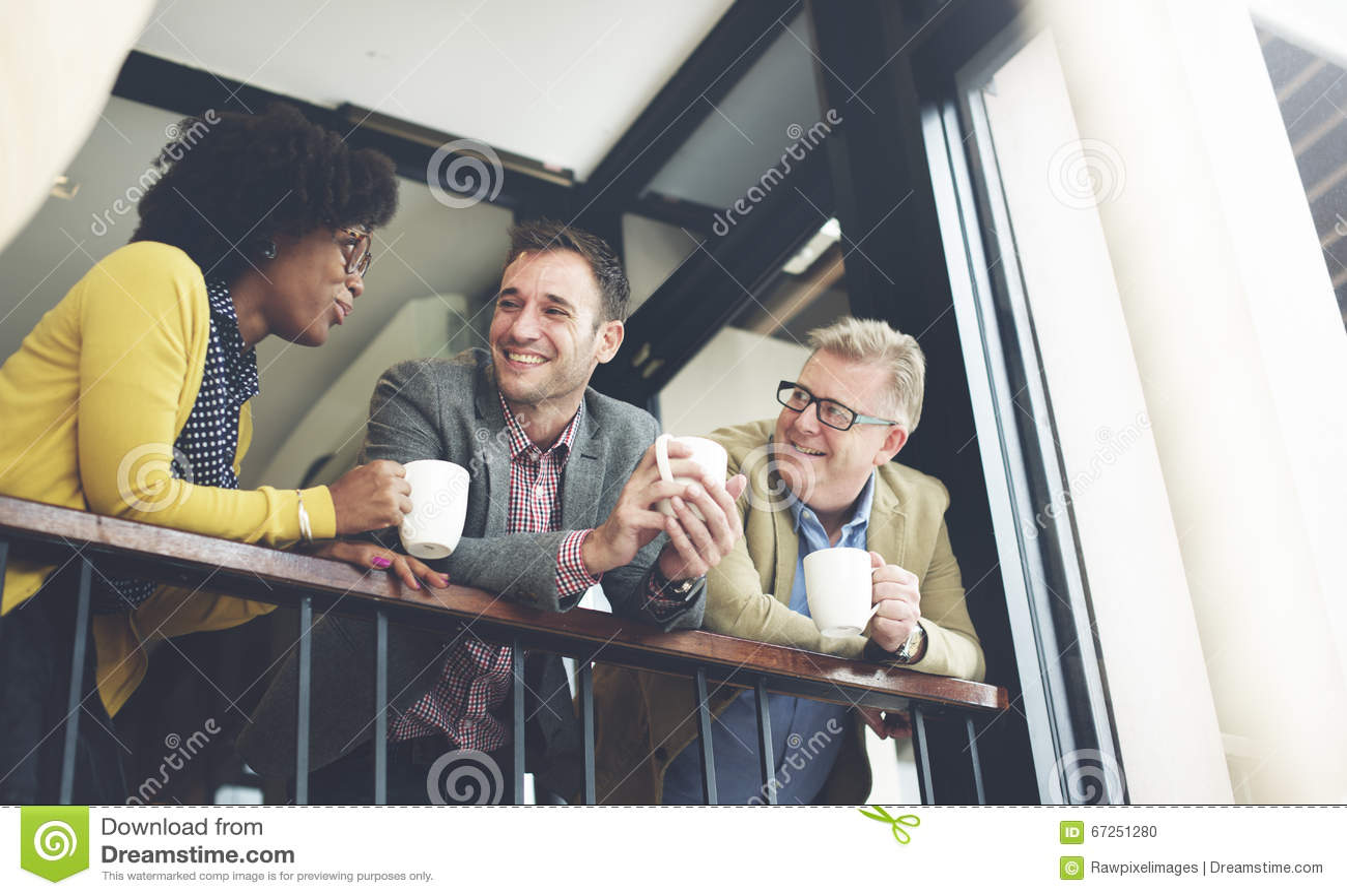 AffärsTeam Coffee Break Discussion Talking begrepp