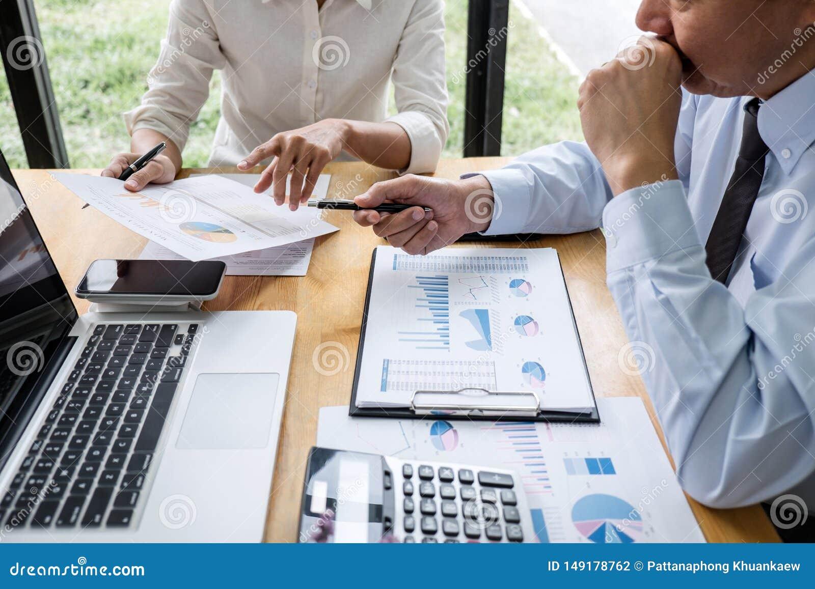 Aff?rslaget arbetar med ledaren, presentation till kollegor och aff?rsstrategi och har en diskussion som pekar till
