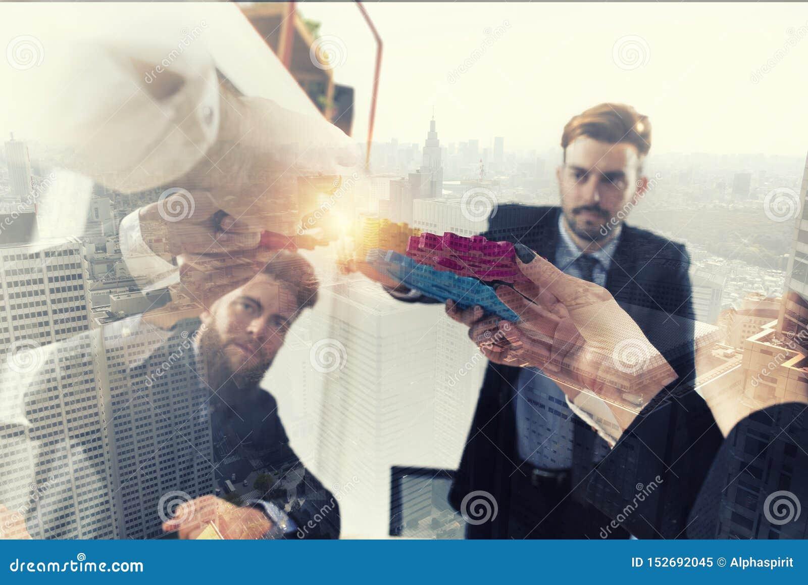 Aff?rslaget f?rbinder stycken av kugghjul Teamwork-, partnerskap- och integrationsbegrepp dubbel exponering