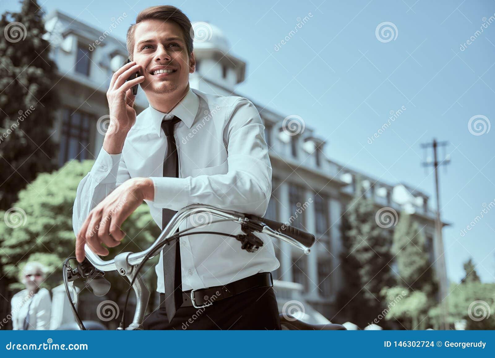 Aff?rsman med cykeln