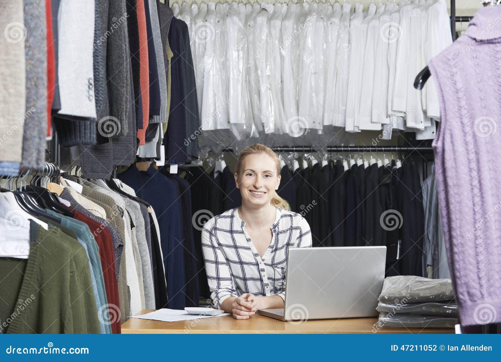 Affaires de mode de Running On Line de femme d affaires