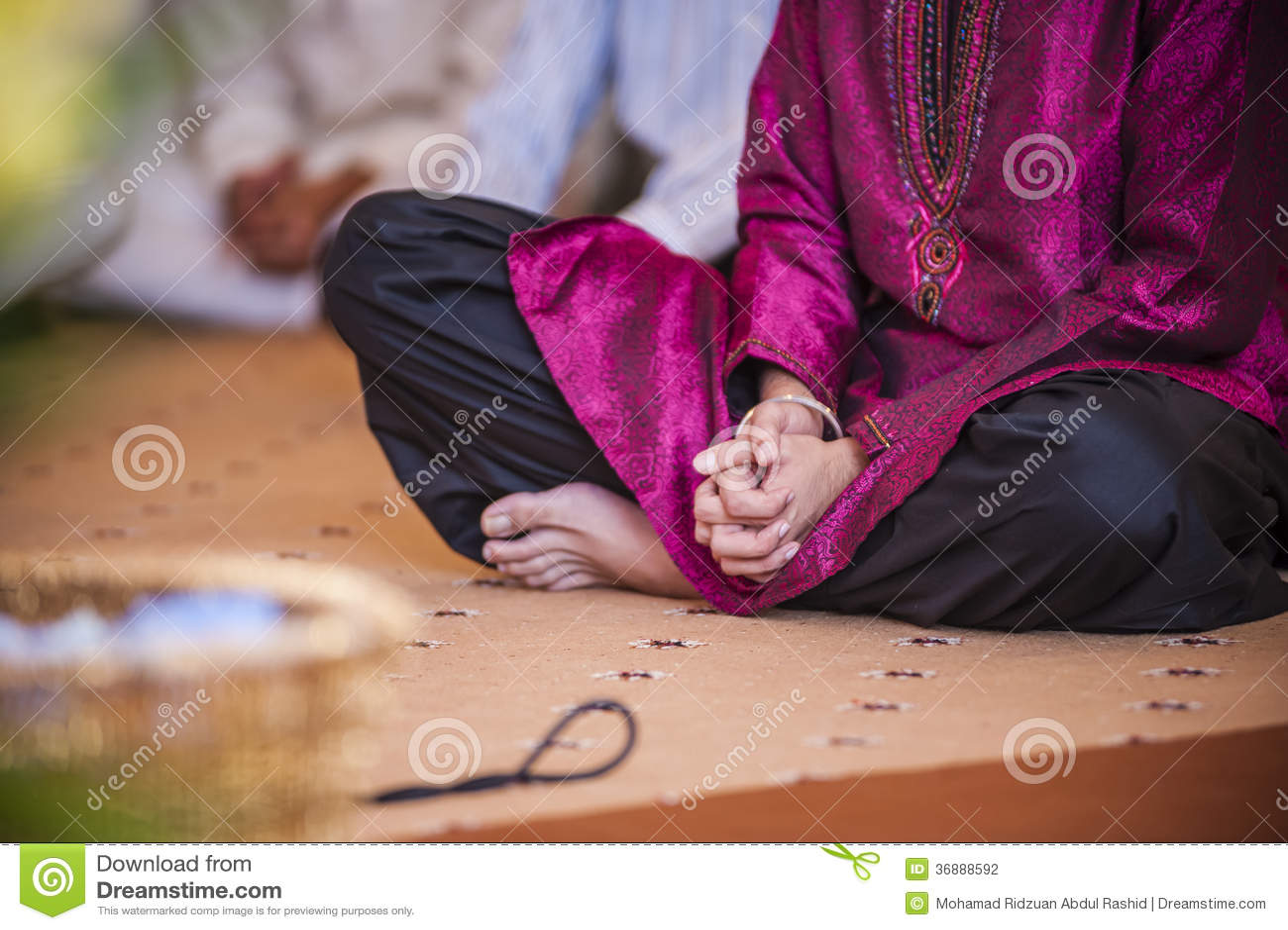 Download Afferrare mano fotografia stock. Immagine di seduta, punjabi - 36888592
