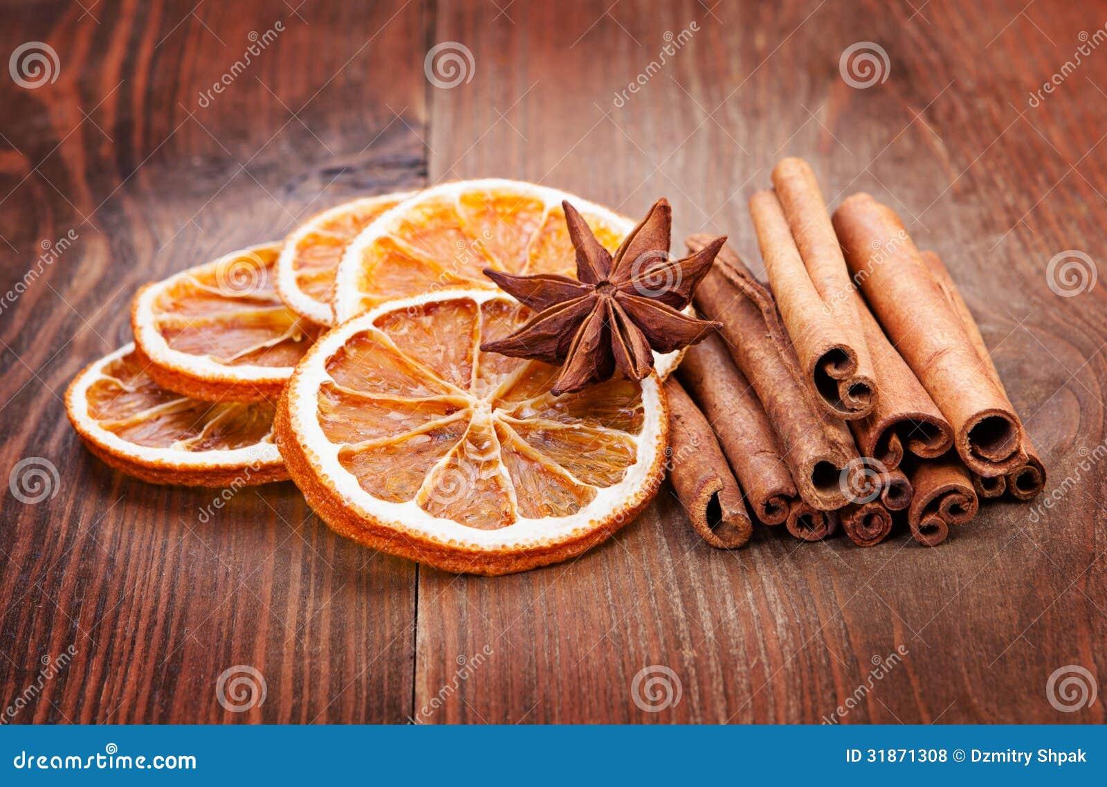 Affettato dell 39 arancia degli ani e della cannella secchi - Arance secche decorazione ...