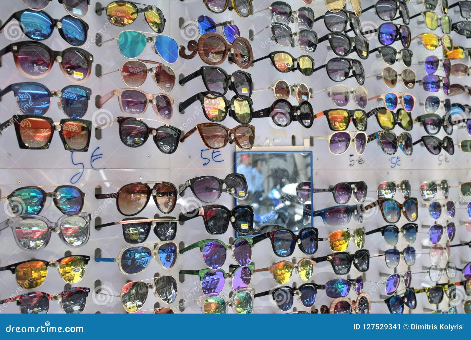 Affichage bon marché de lunettes de soleil