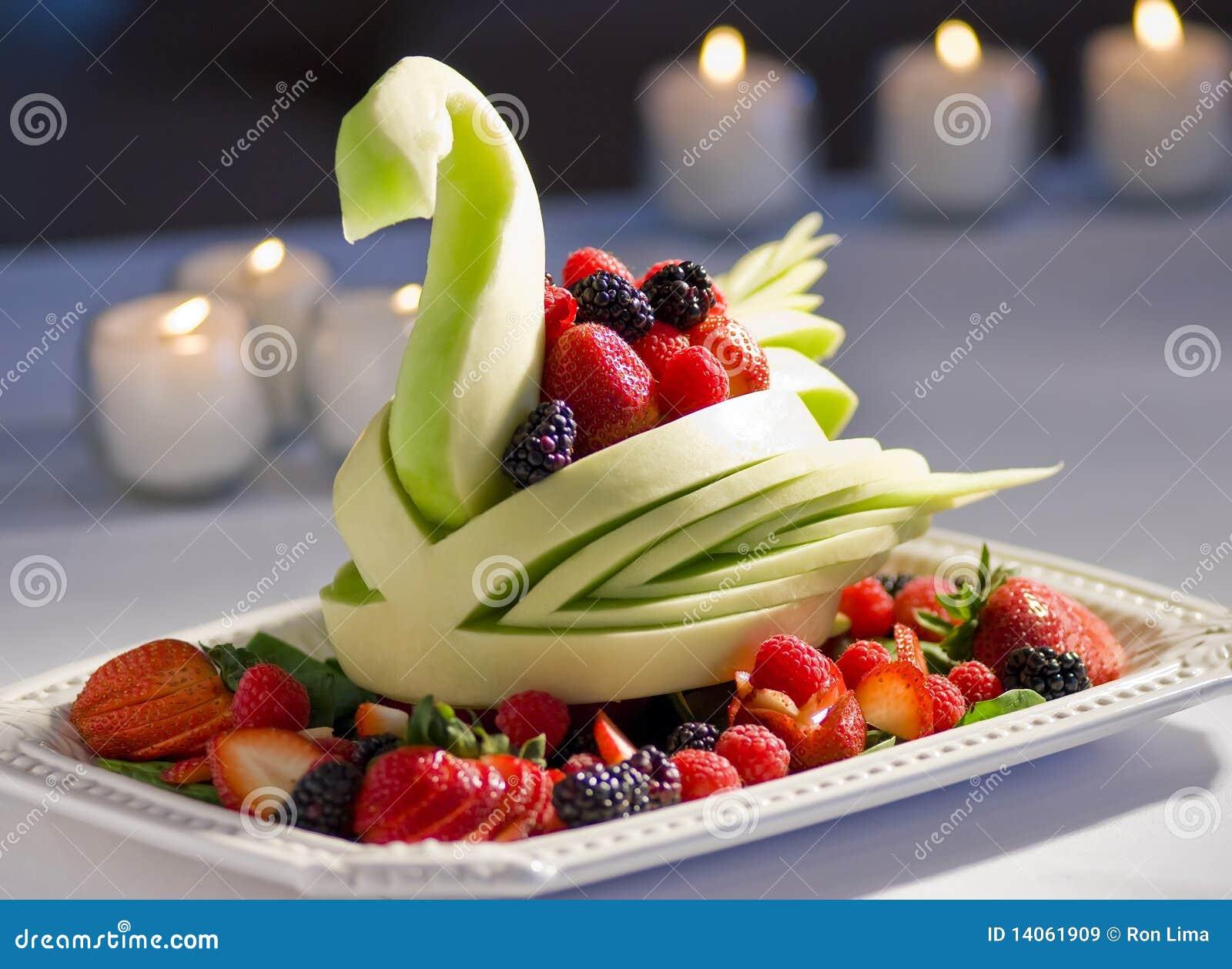 Affichage Décoratif De Fruit Image stock - Image du rouge, framboise on