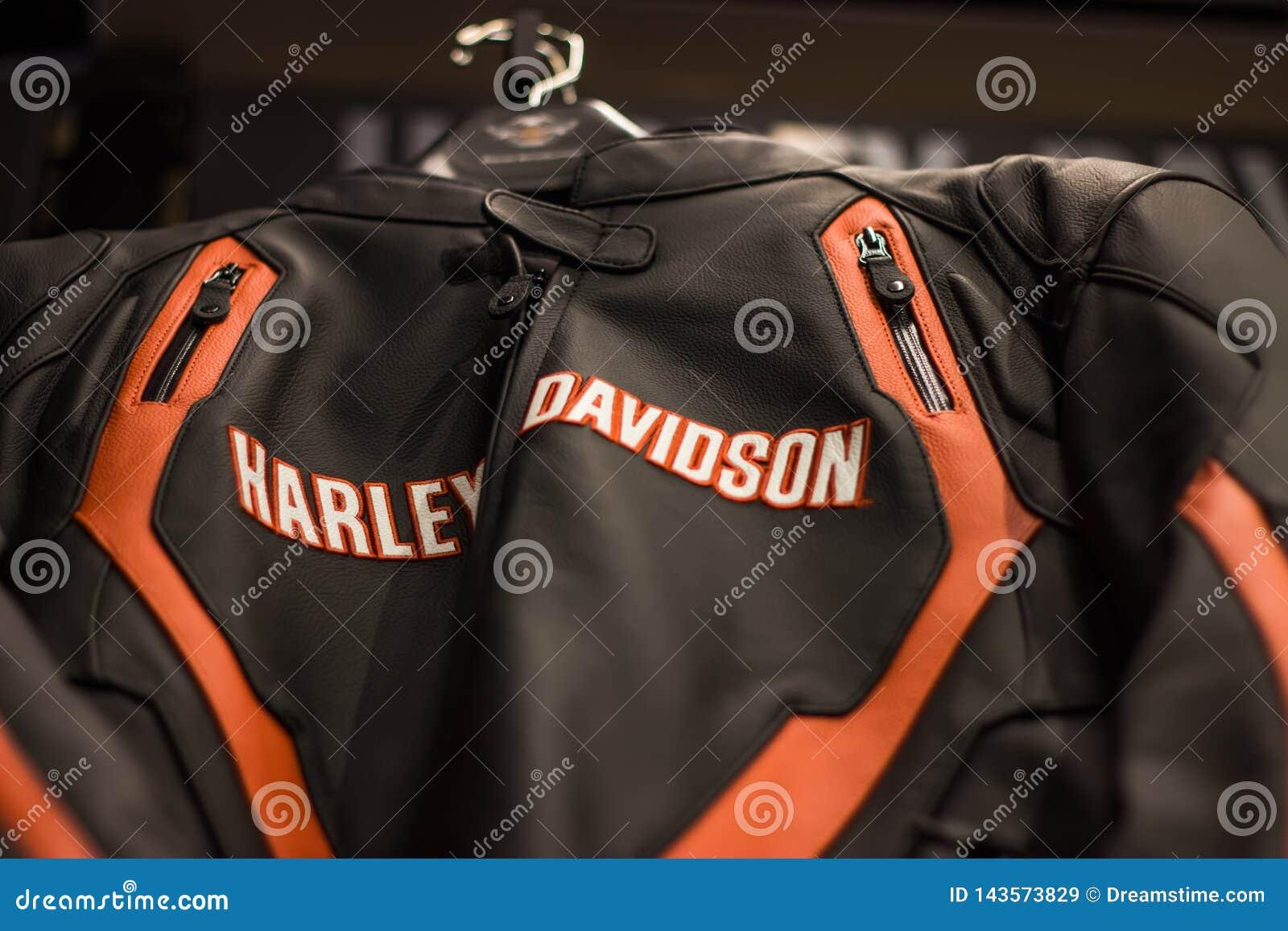 Affichage d habillement de Harley Davidson dans la salle d exposition