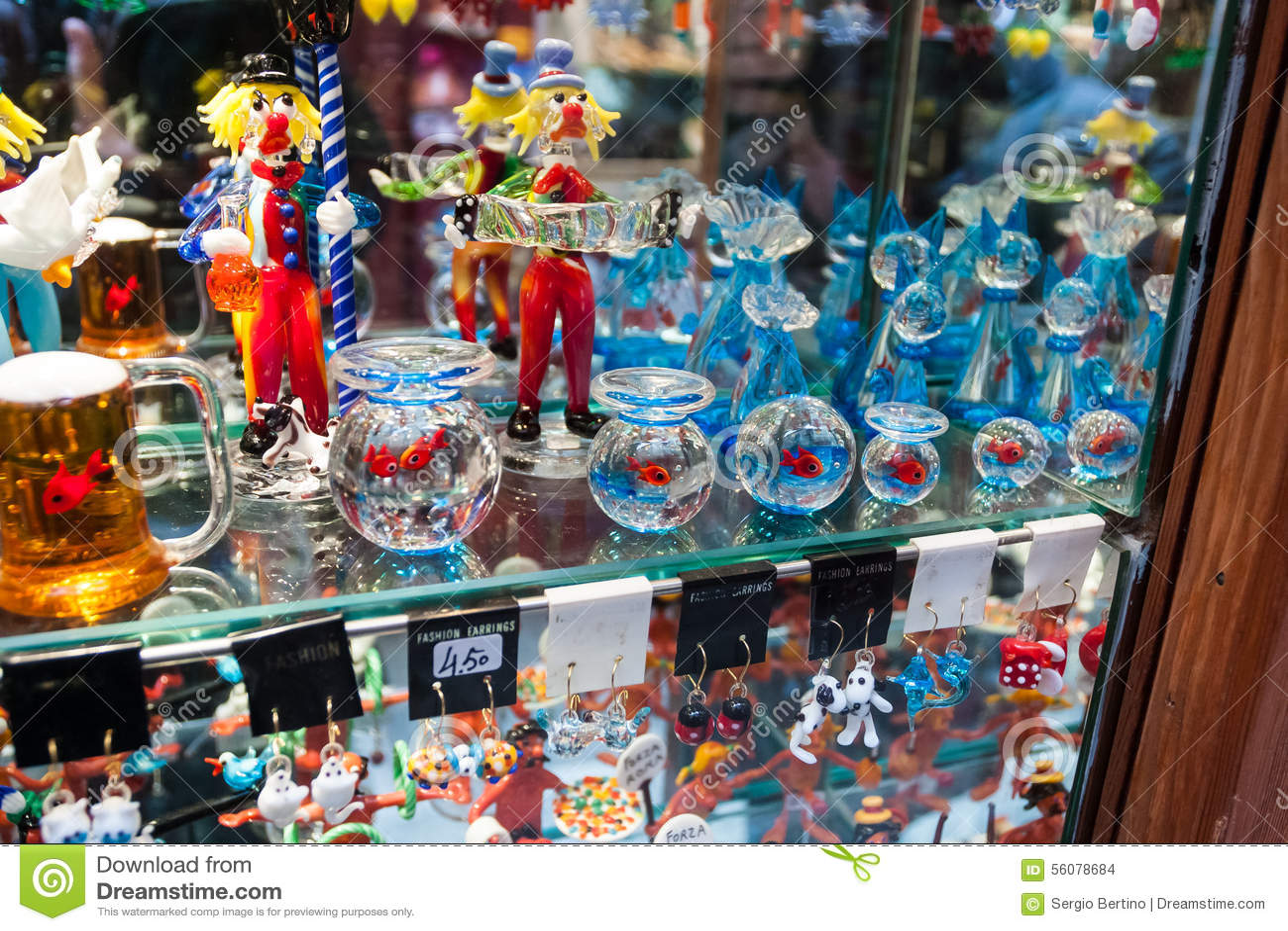Affichage de verre de murano photo stock image 56078684 - Boutique verre de murano ...