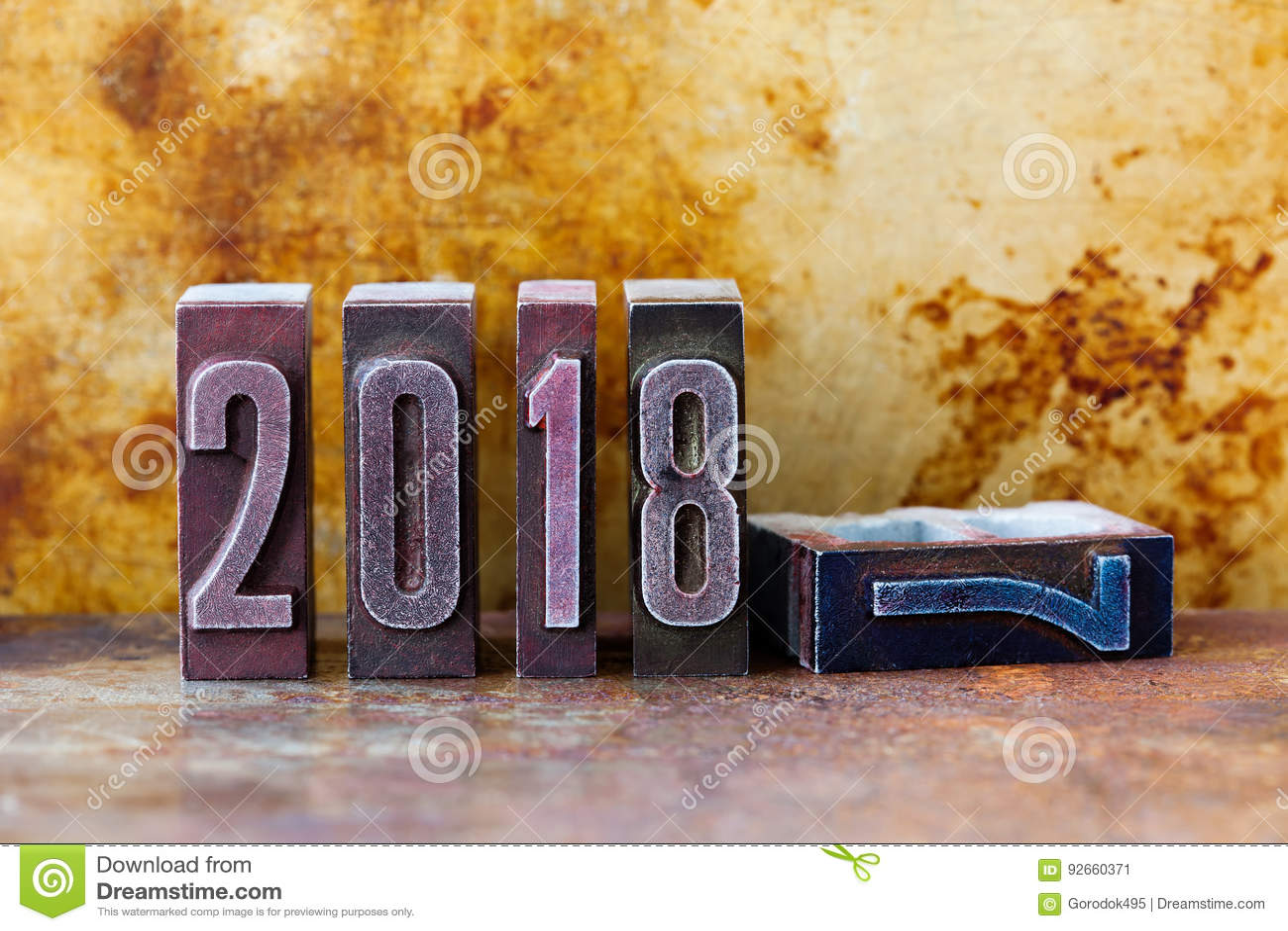 Affiche d invitation de carte de voeux de 2018 ans Rétros chiffres d impression typographique Fond texturisé rouillé en métal de