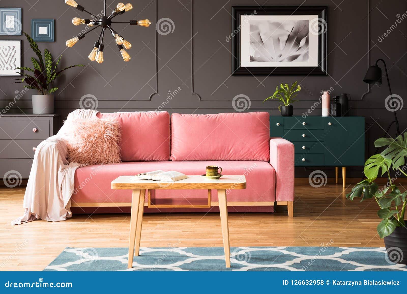 Affiche Sur Le Mur Gris Dans L\'intérieur De Salon Avec Le ...