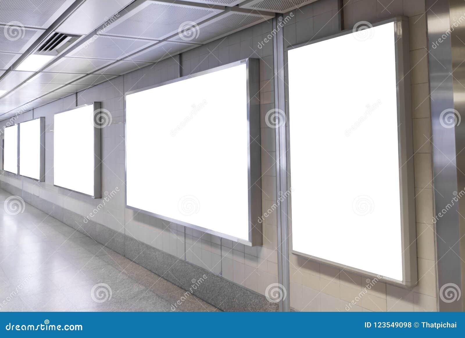 Affiches Vides De Panneau Daffichage Dans La Station De