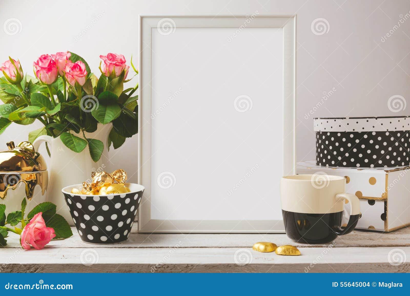 Affischmallåtlöje upp med glamour och eleganta kvinnliga objekt