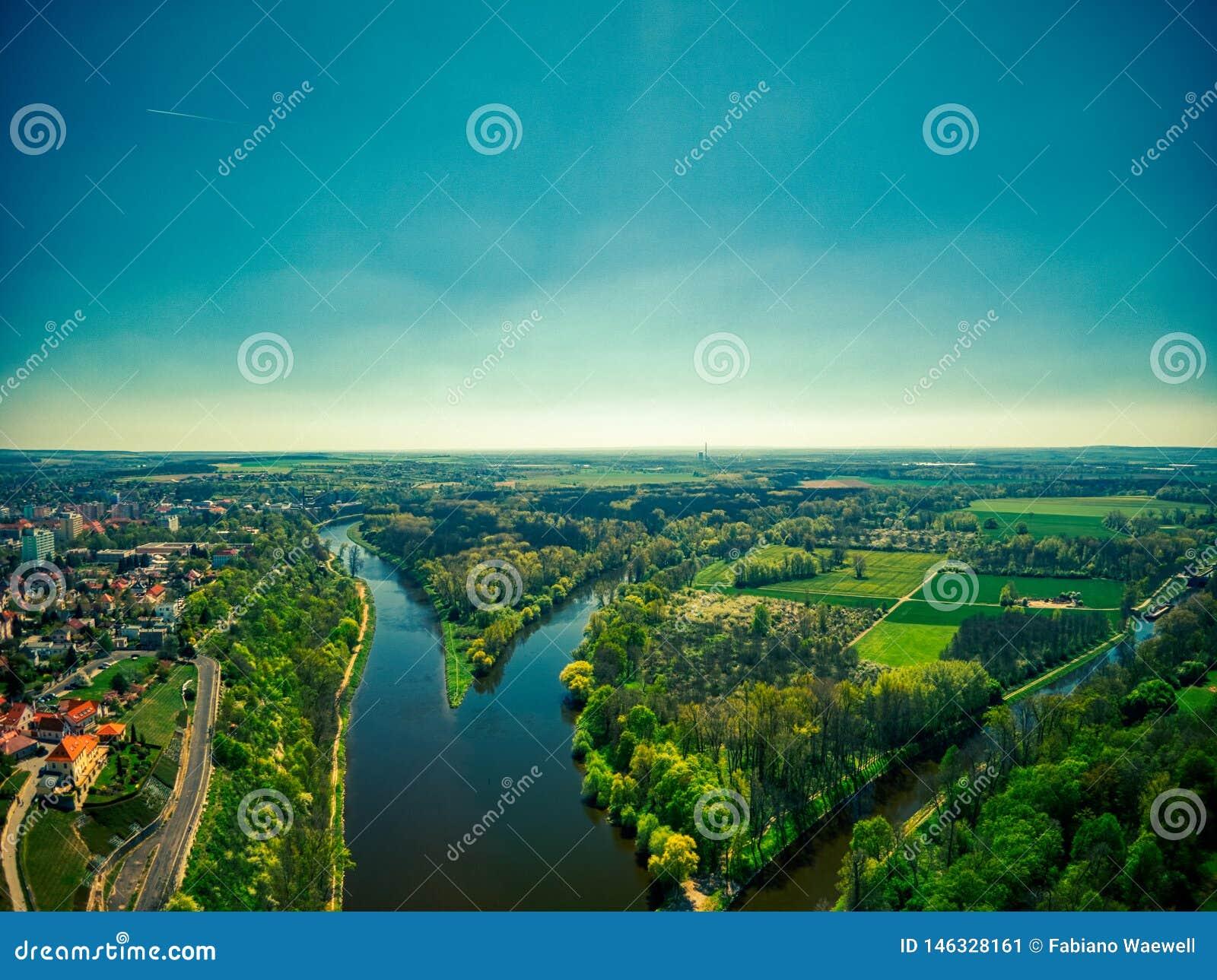 Aflu?ncia dos rios de Elbe e de Vltava