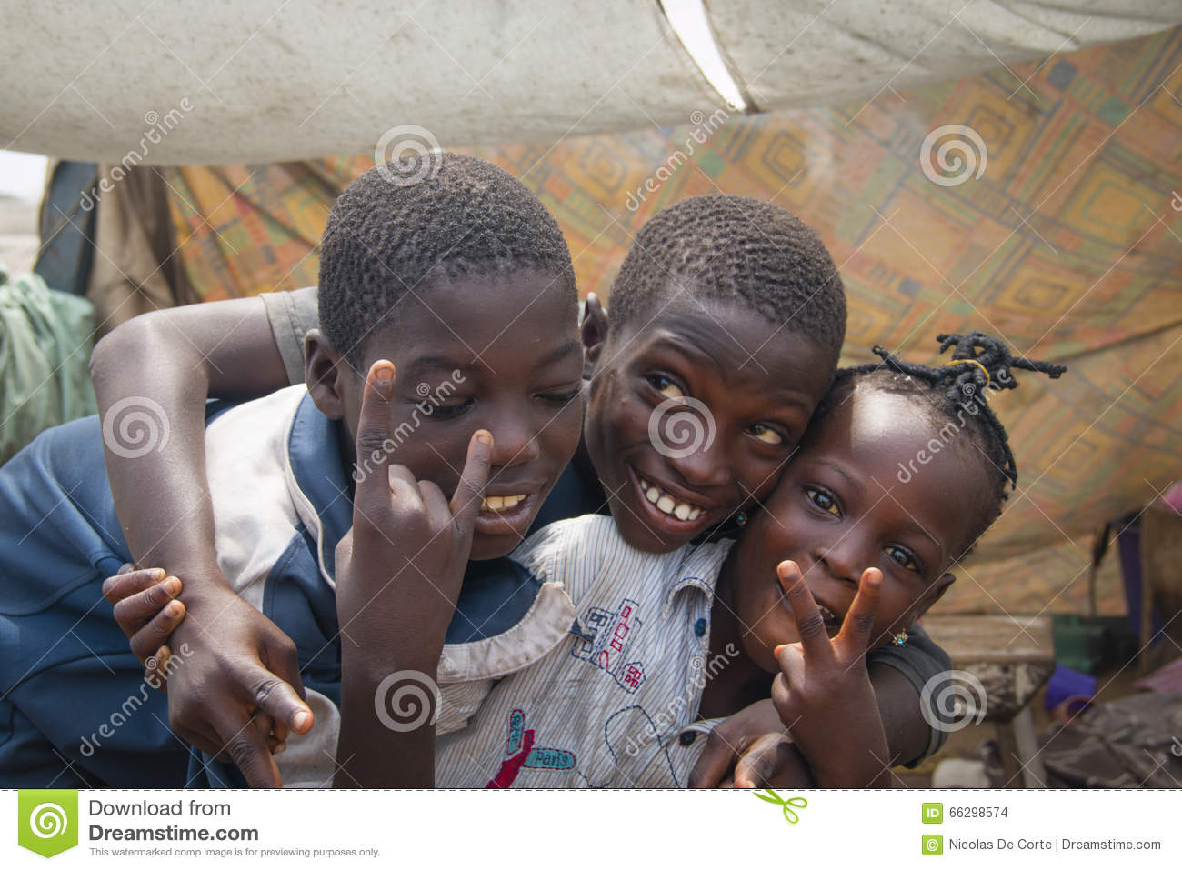 8b4cc2aa03b75 African Children Making The Peace Sign Editorial Stock Image - Image ...
