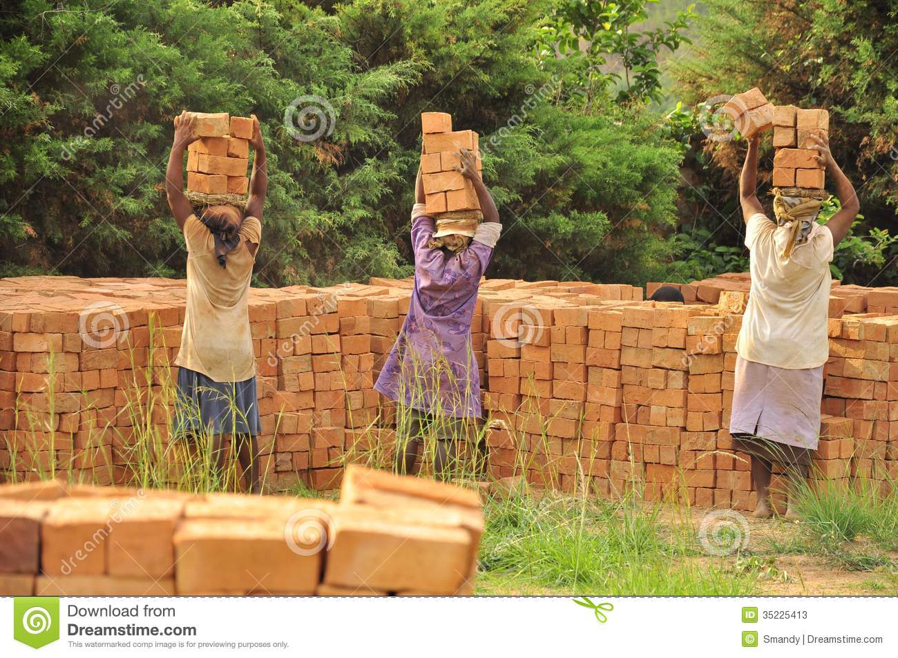 African women at work carrying bricks