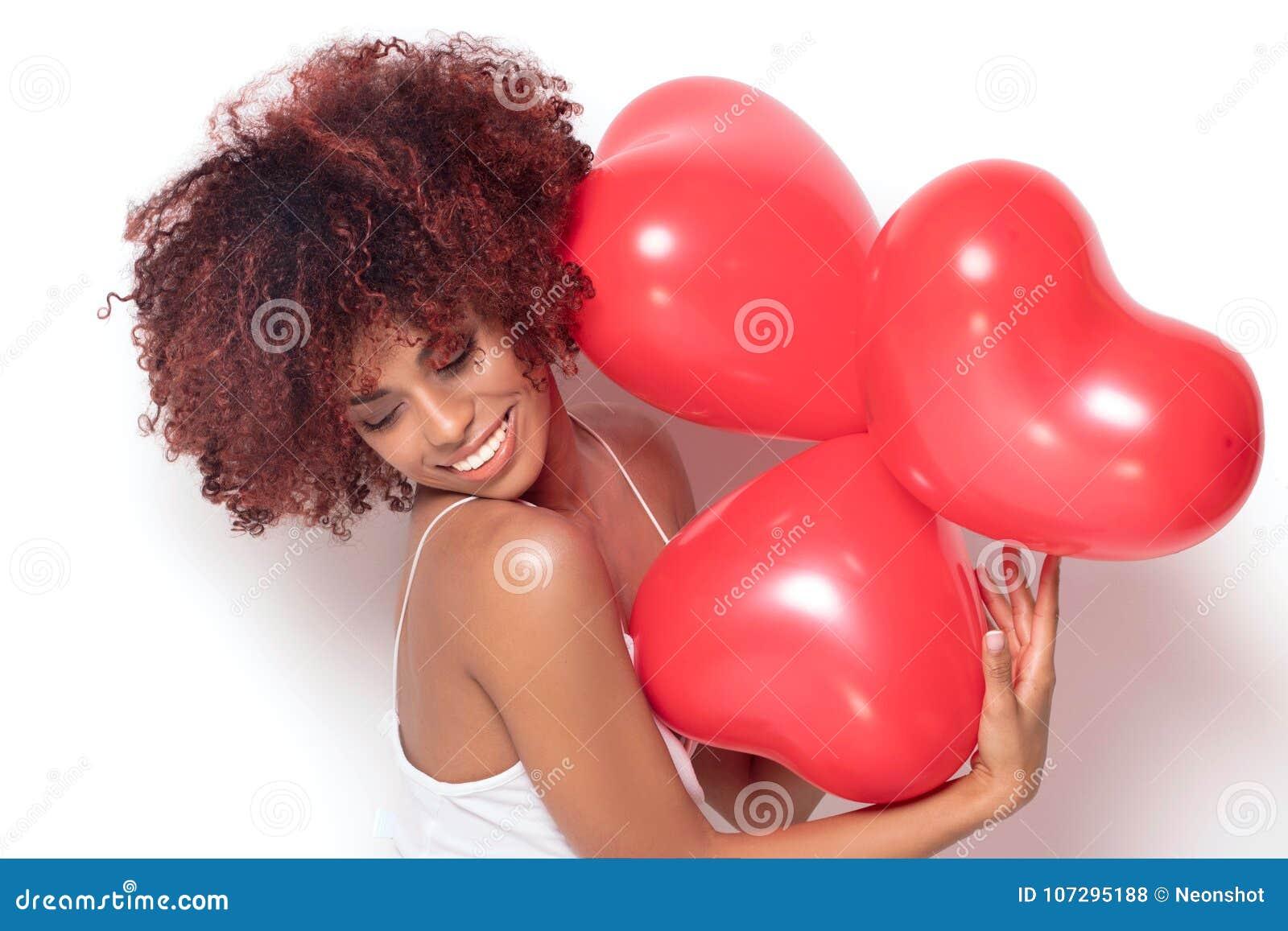 Afrikaans Amerikaans meisje met gevormd hart baloons