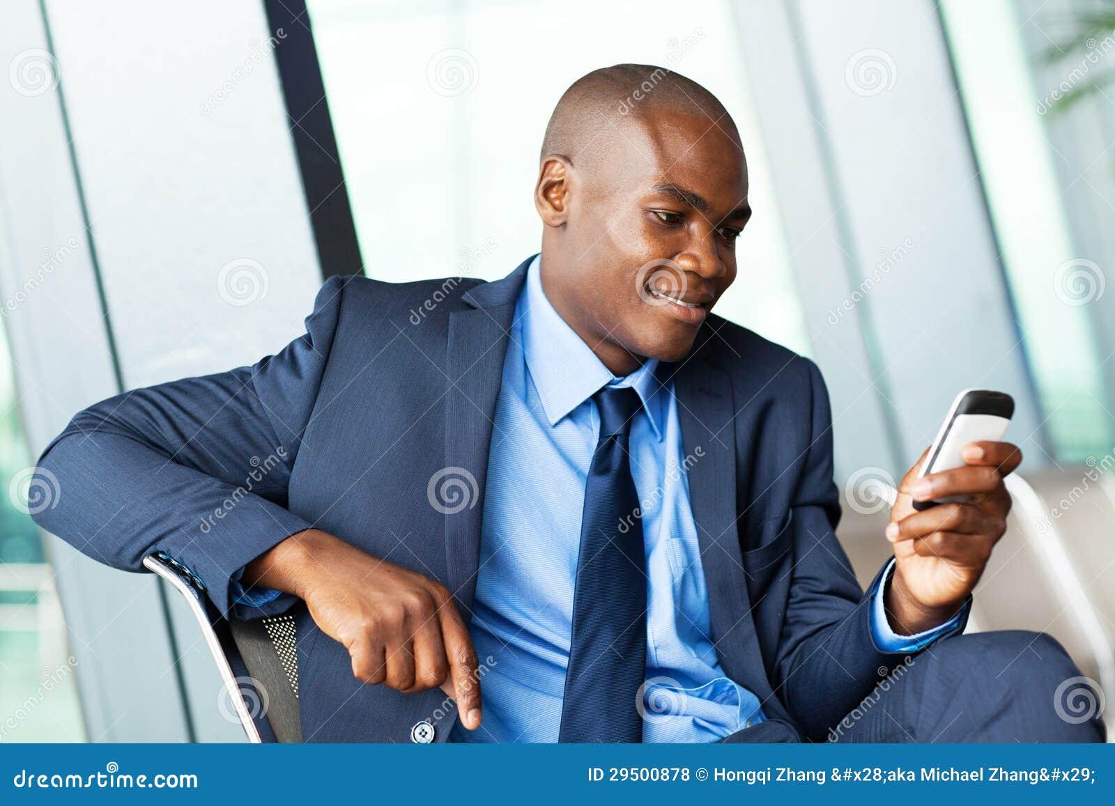 Afrikaans zakenman per e-mail versturen