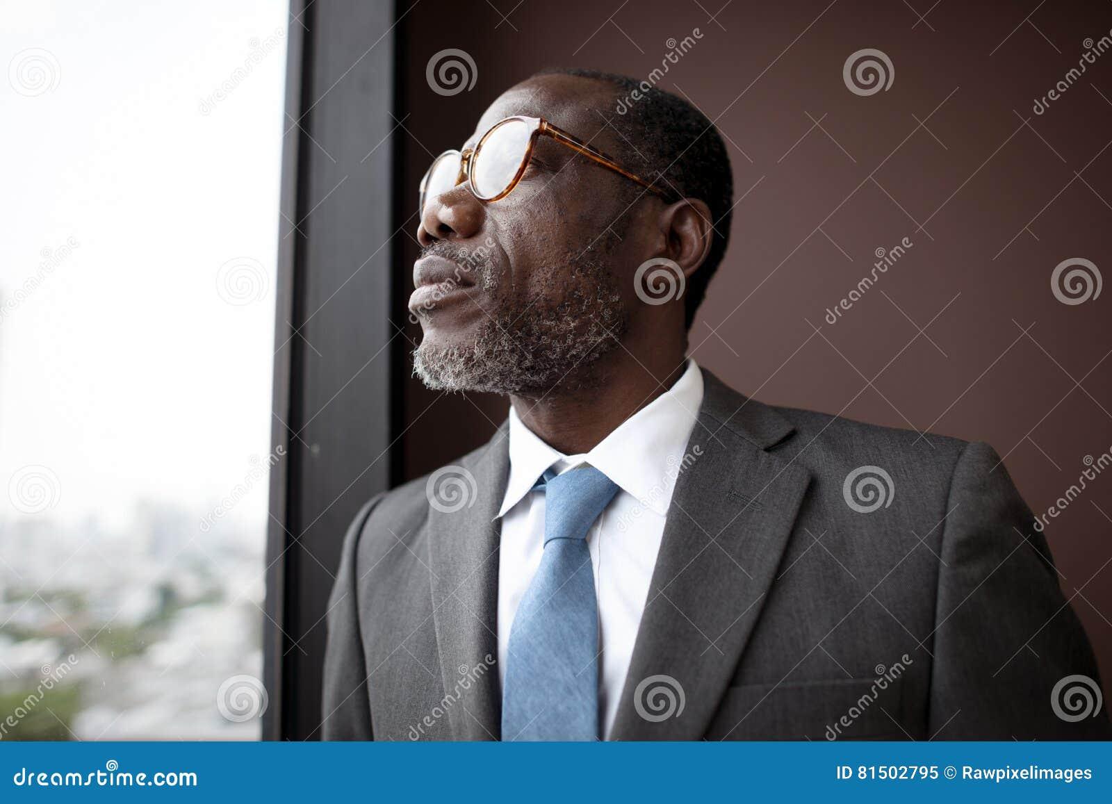 Afrikaanse Afdalingszakenman Contemplation Concept