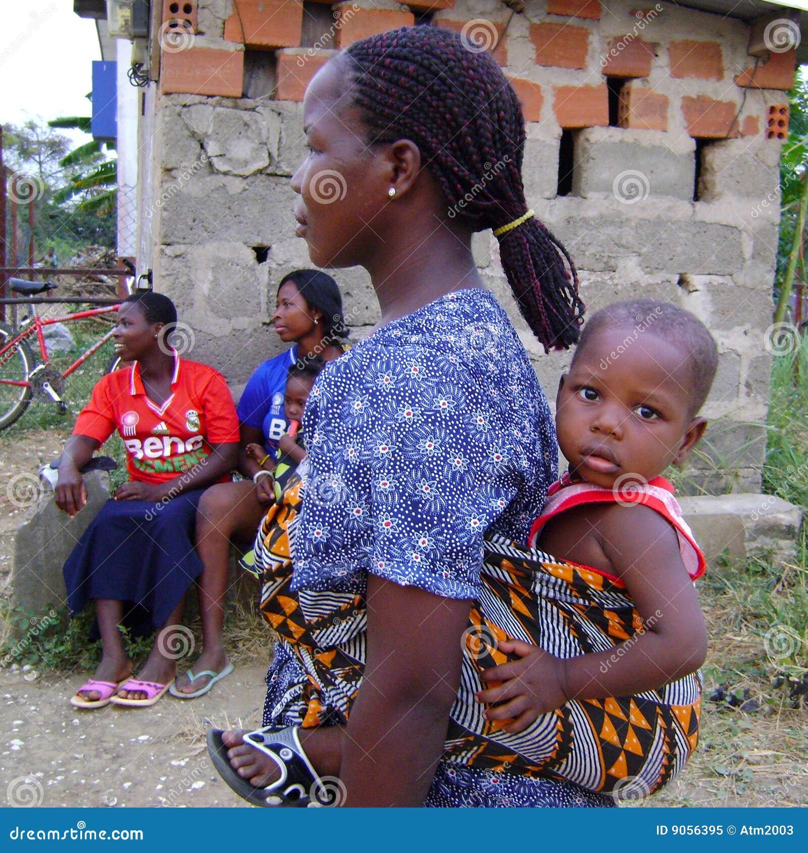 Afrikaanse Moeder Met Baby Redactionele Afbeelding