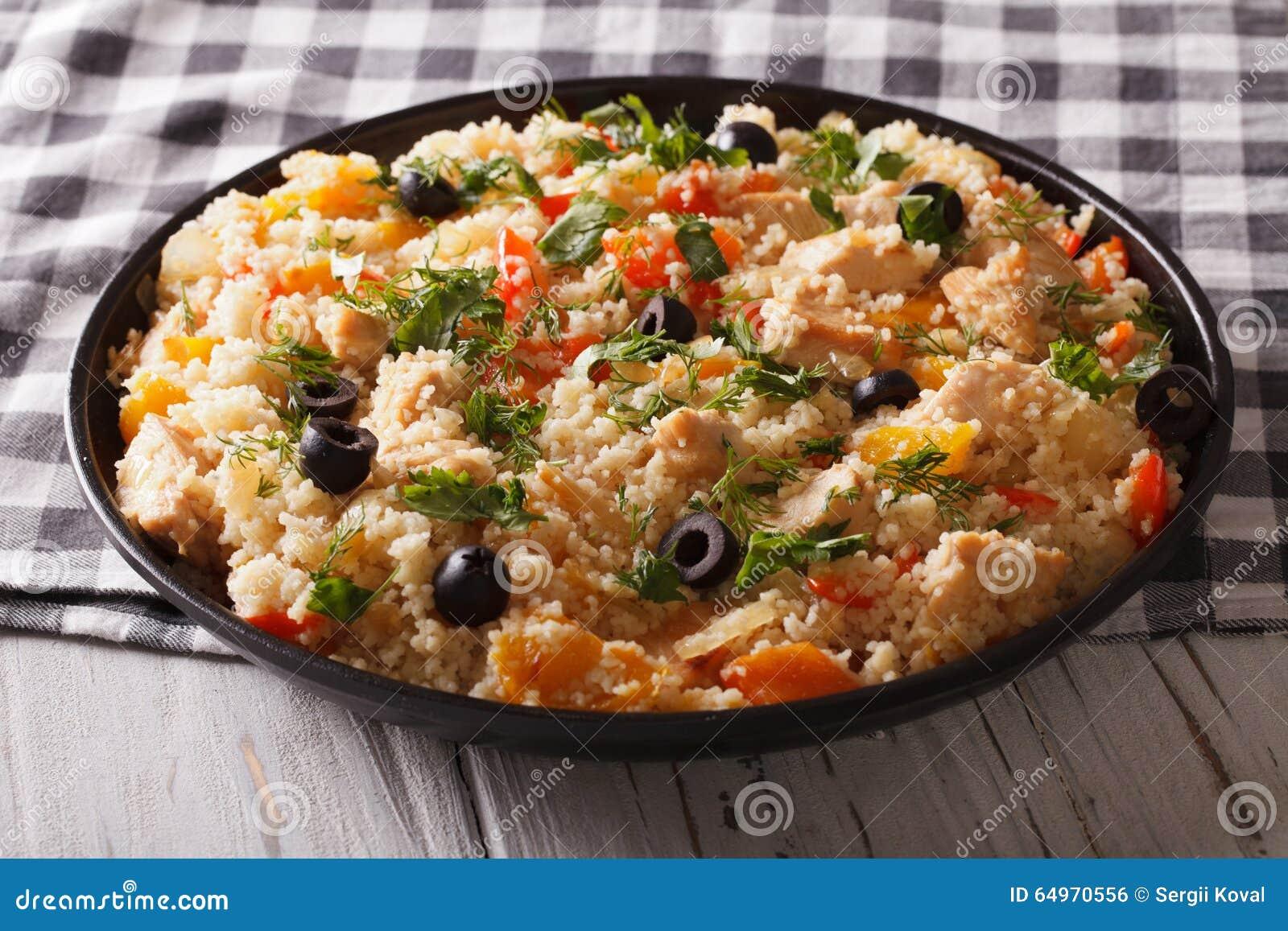 Afrikanische Küche: Kuskus Mit Huhn Und Gemüse Horizonta Stockfoto ...