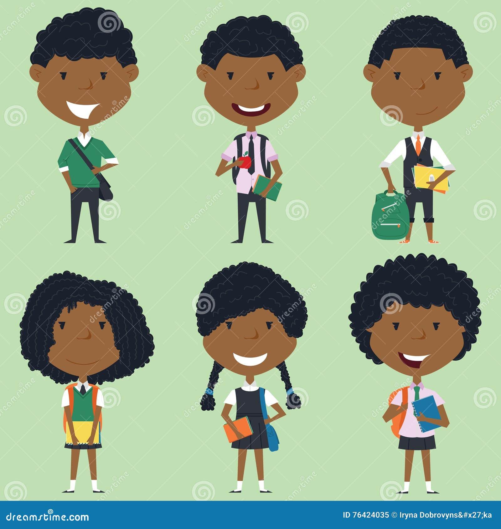 Afrikansk amerikanskolapojkar och flickor som står med böcker och b