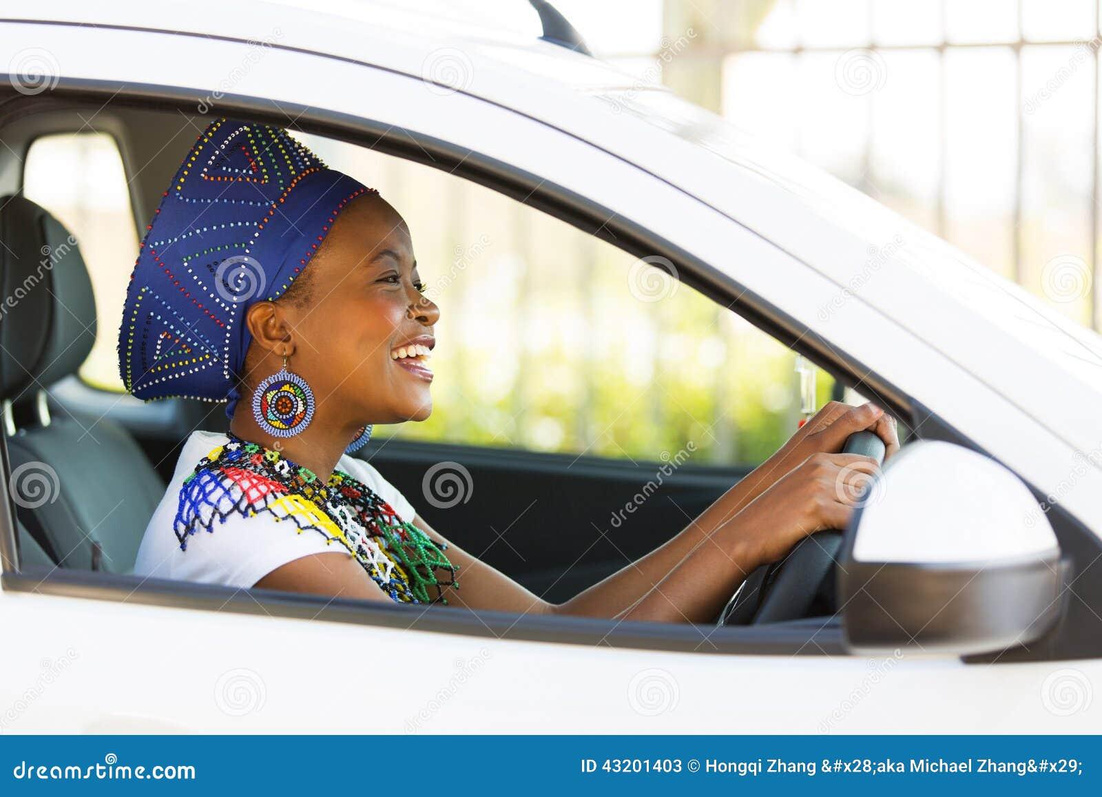 Download Afrikansk Kvinnlig Chaufför Fotografering för Bildbyråer - Bild av härlig, kläder: 43201403