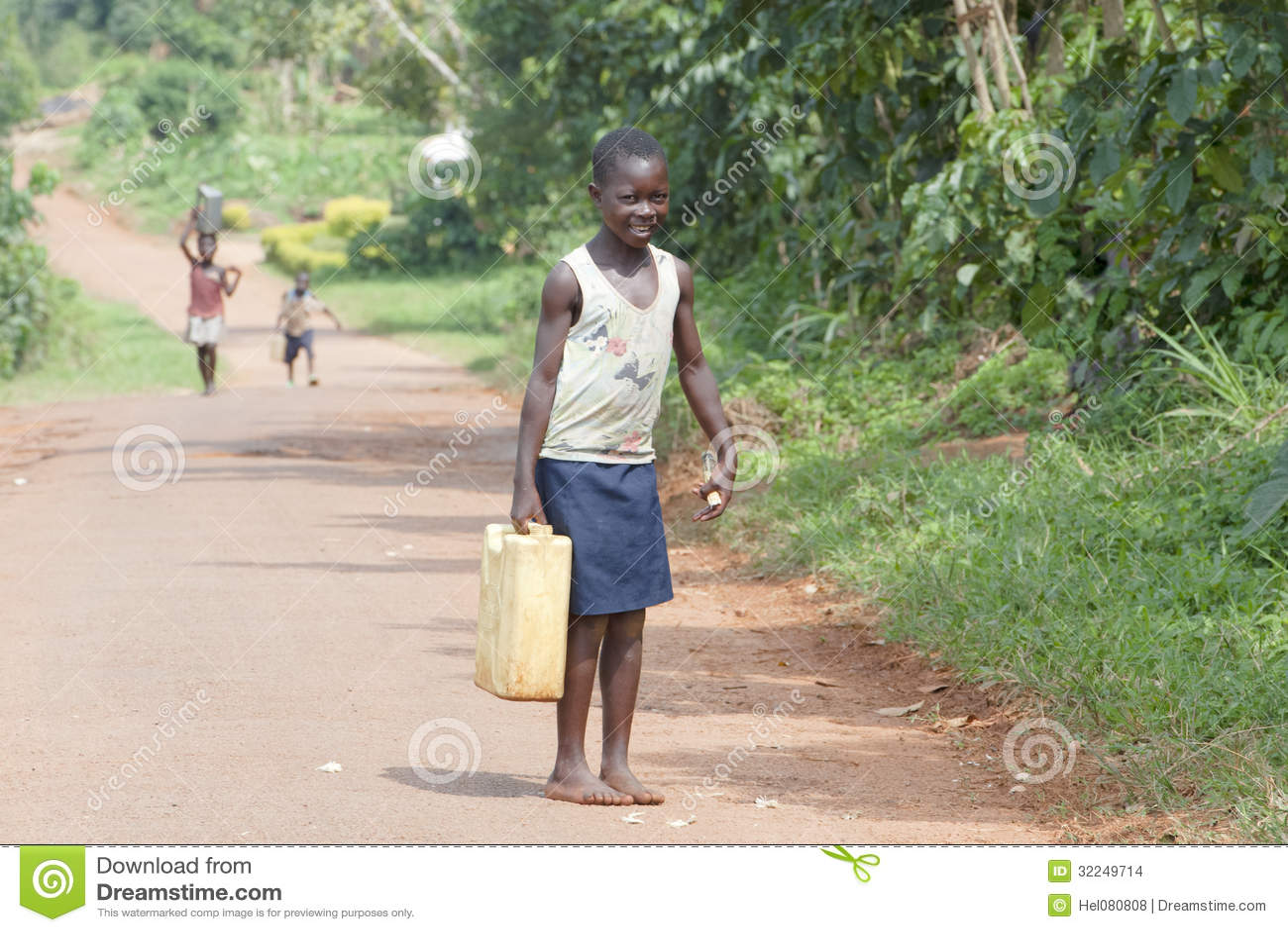 Afrikanskt hem för flickatagandevatten