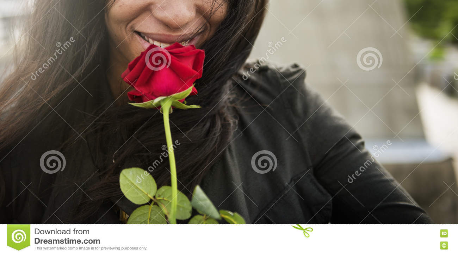 Afrikanskt kvinnaRose Flower Love Passion Valentine begrepp