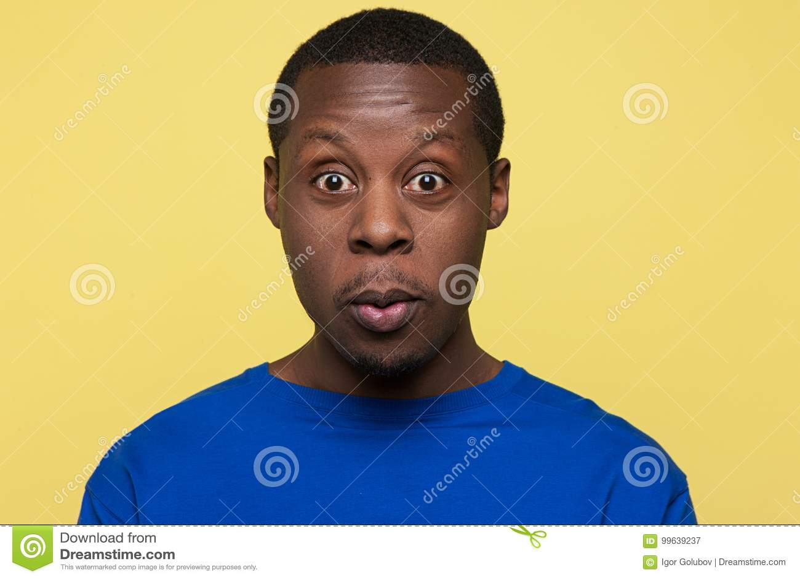 Afro-américain étonné Émotion de la stupéfaction