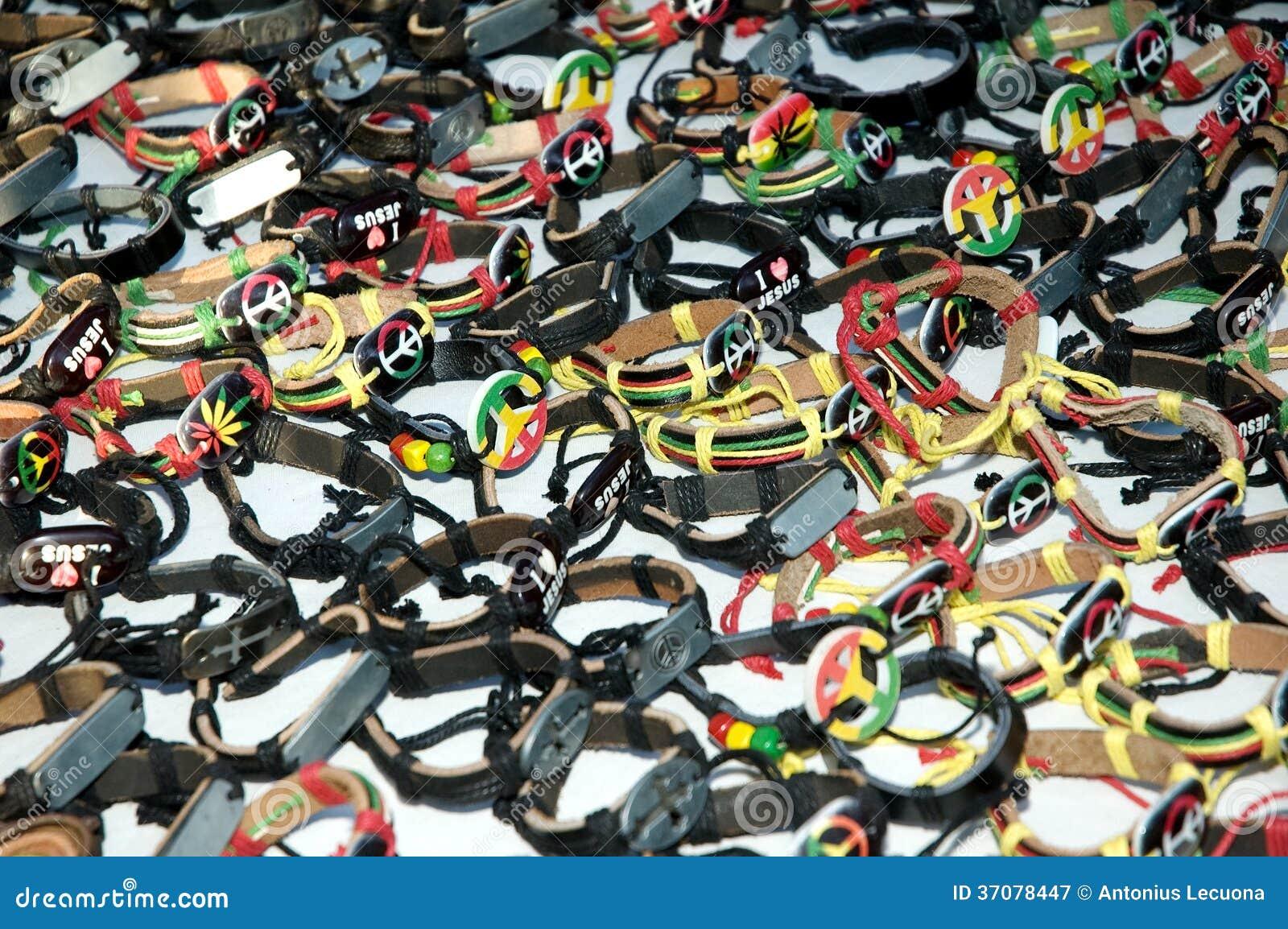 Download Afrykańscy Sztuki Ręki Bangles Obraz Stock - Obraz złożonej z pokój, czerwień: 37078447