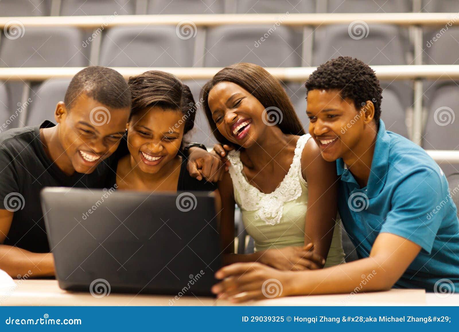 Afrykański ucznia laptop