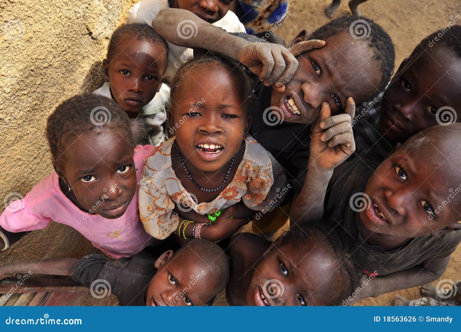 Afrykańskich dzieci grupowy ja target417_0_