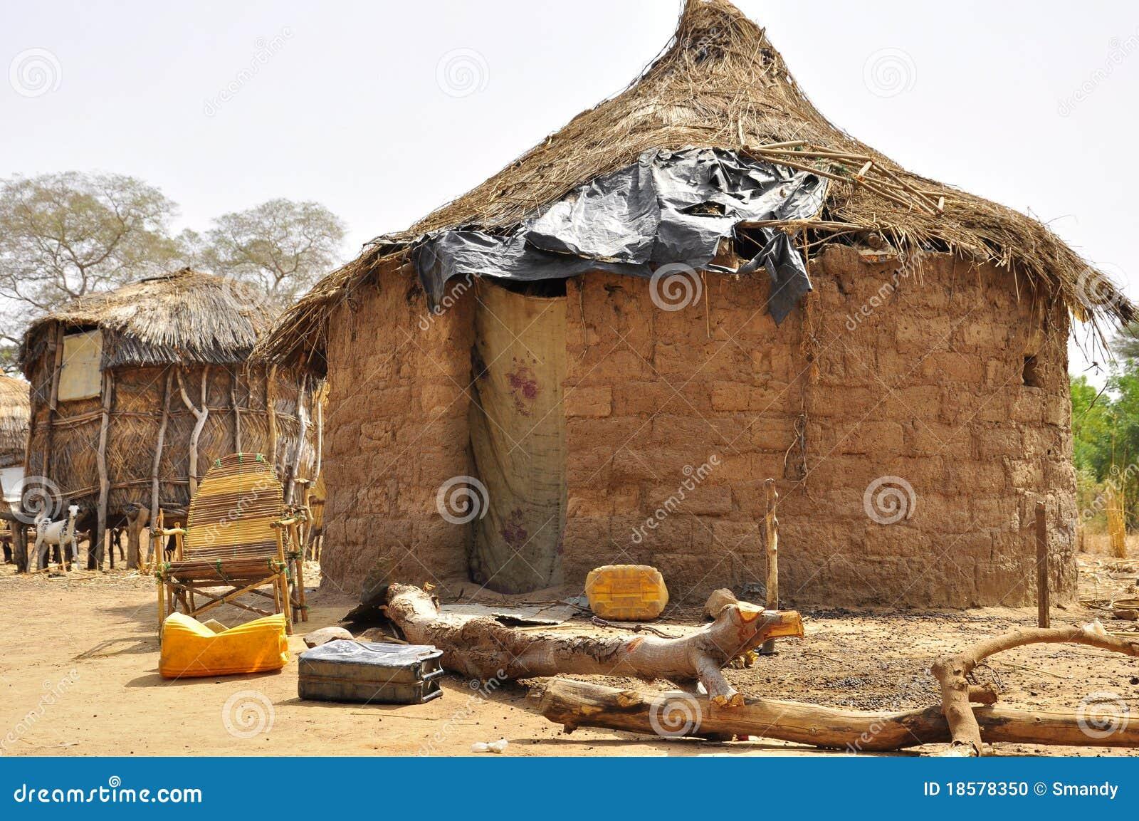Afrykanin mieści tradycyjną Niger wioskę