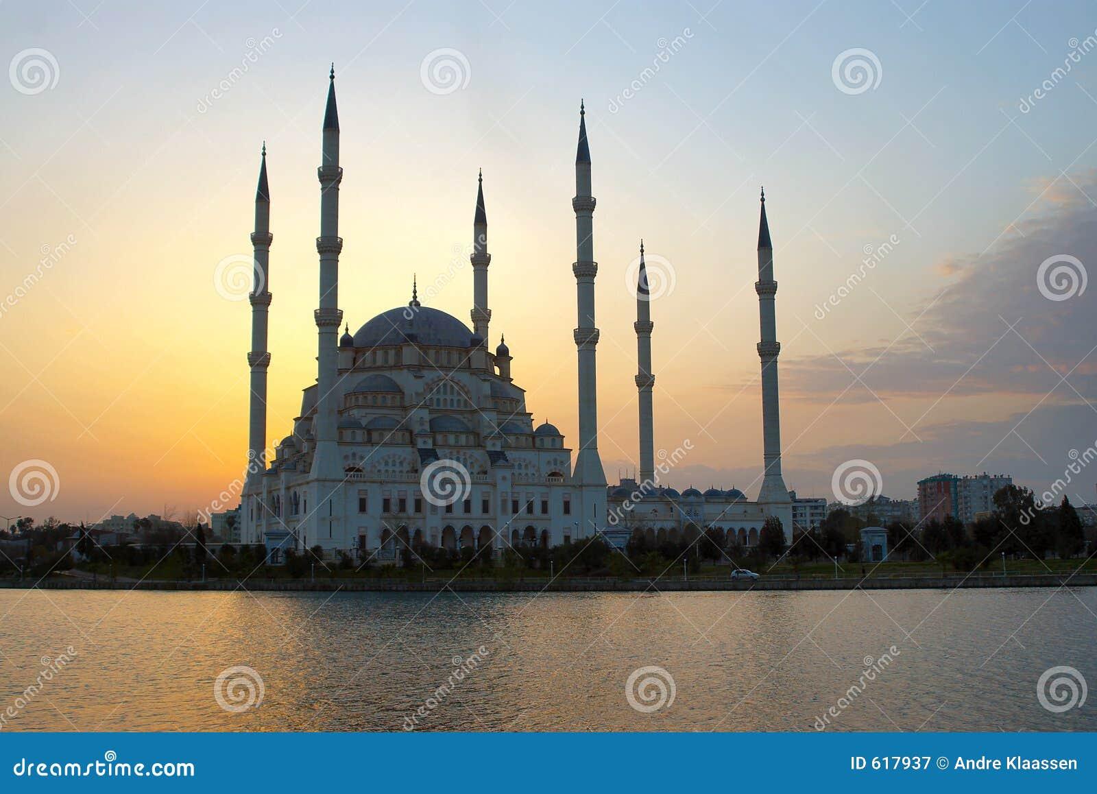 Afterglow bak moské