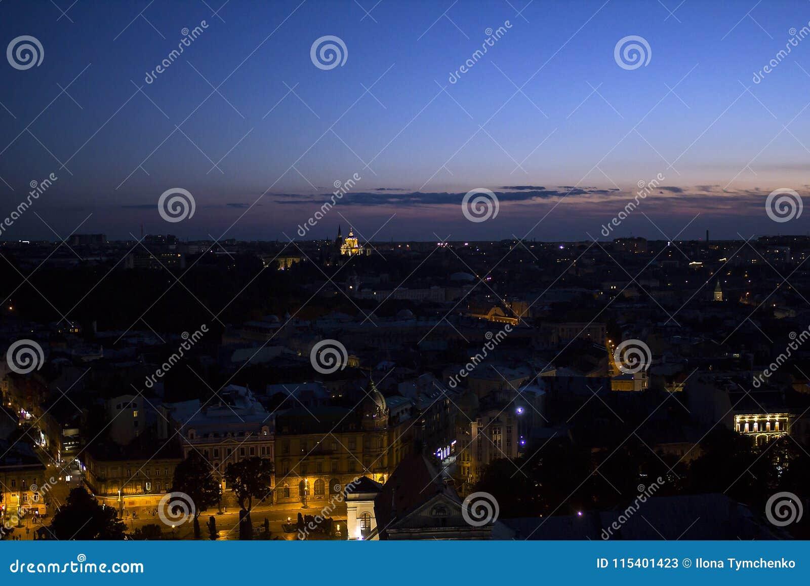 Aftoncityscape av Lviv, Ukraina