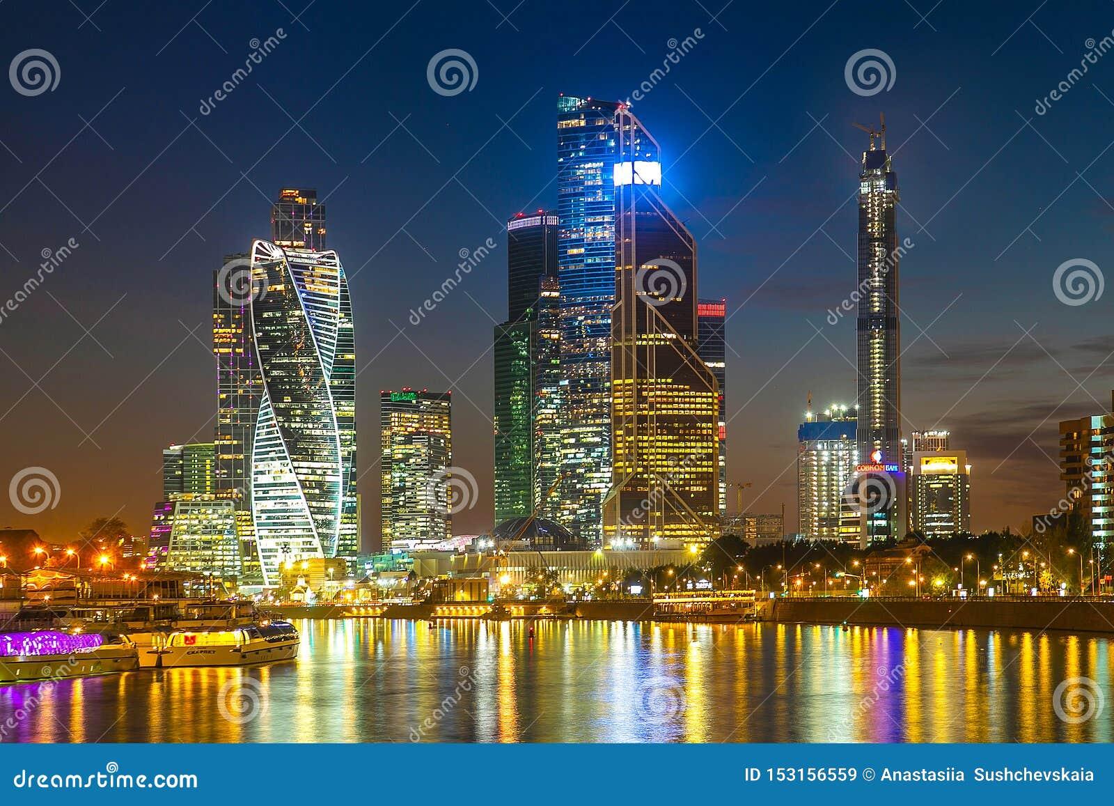 Aftonsikt av affärsmitten i Moskva