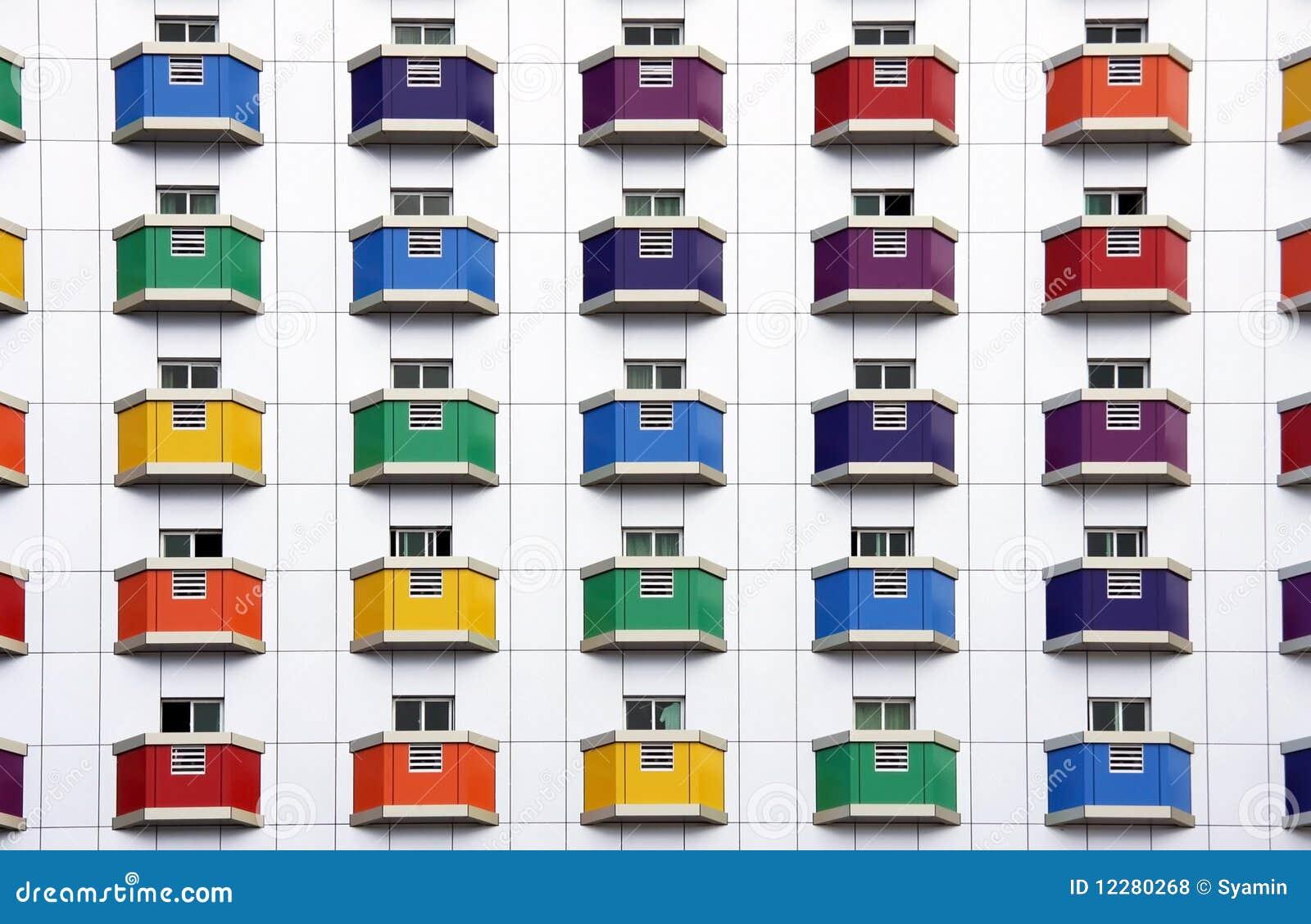 Agencement de couleur sur le mur blanc photos libres de for Agencement de couleur