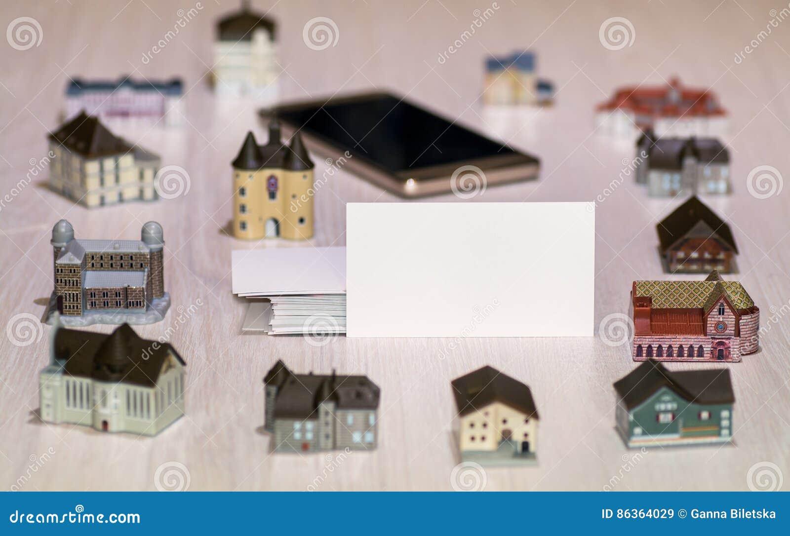 Agencias inmobiliarias reales en blanco de la tarjeta de visita, empresas de la construcción Propiedades inmobiliarias en todo el