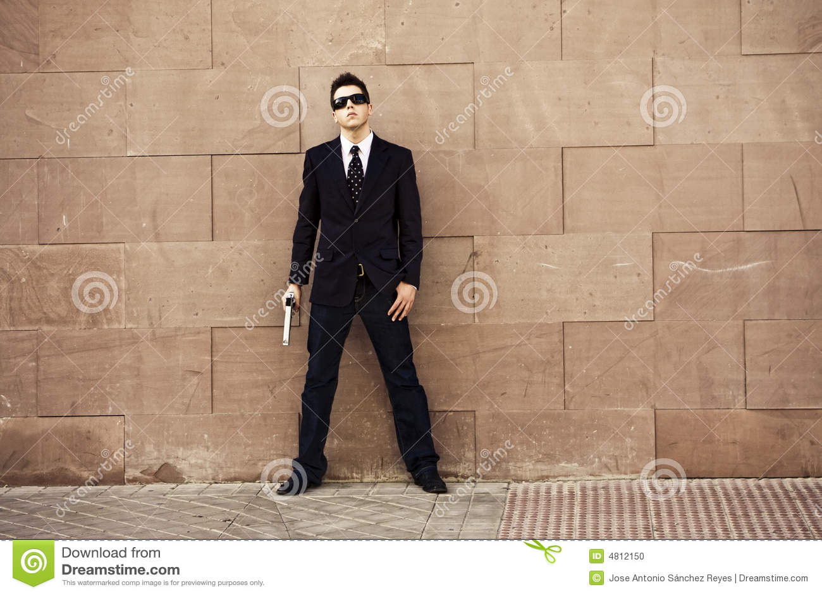 Agent armé prêt