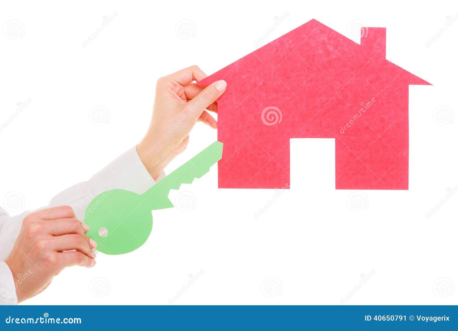 dd9d51f1a04bb8 Agent Immobilier De Femme D'affaires Vrai Tenant La Clé De Papier ...