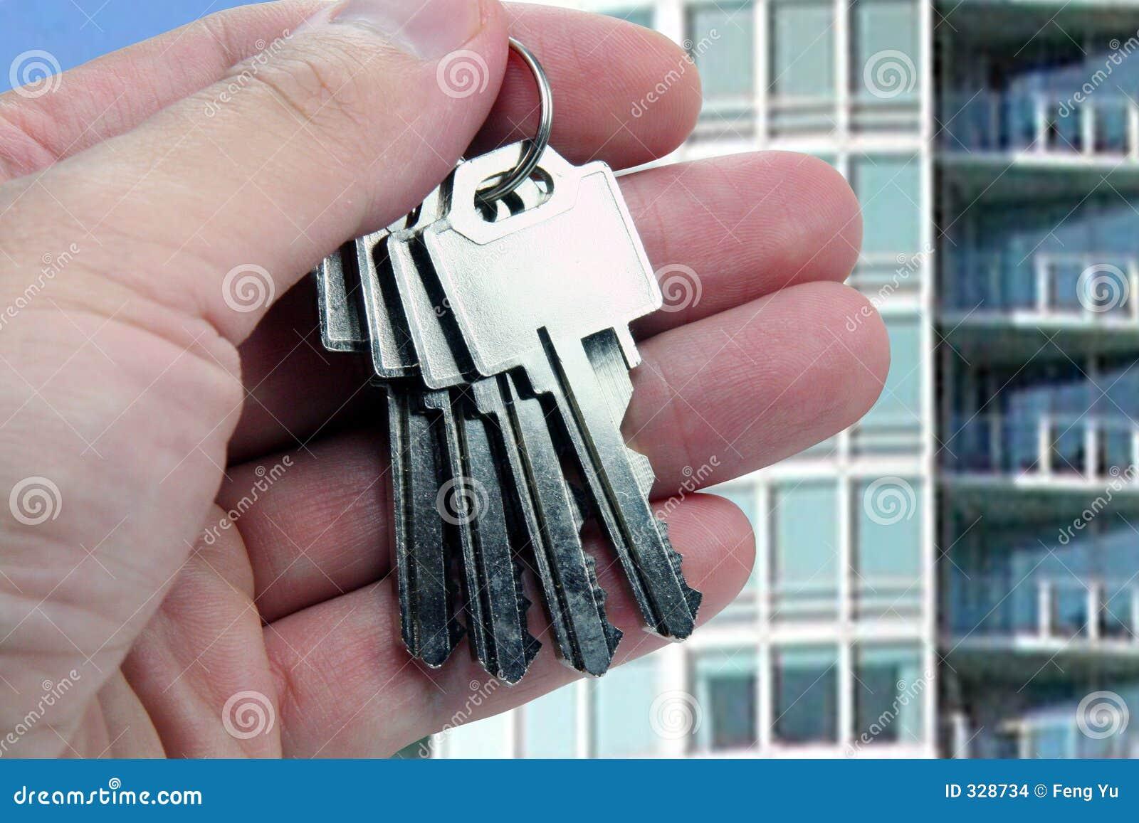 Agent nieruchomości rąk klucze nad bardzo