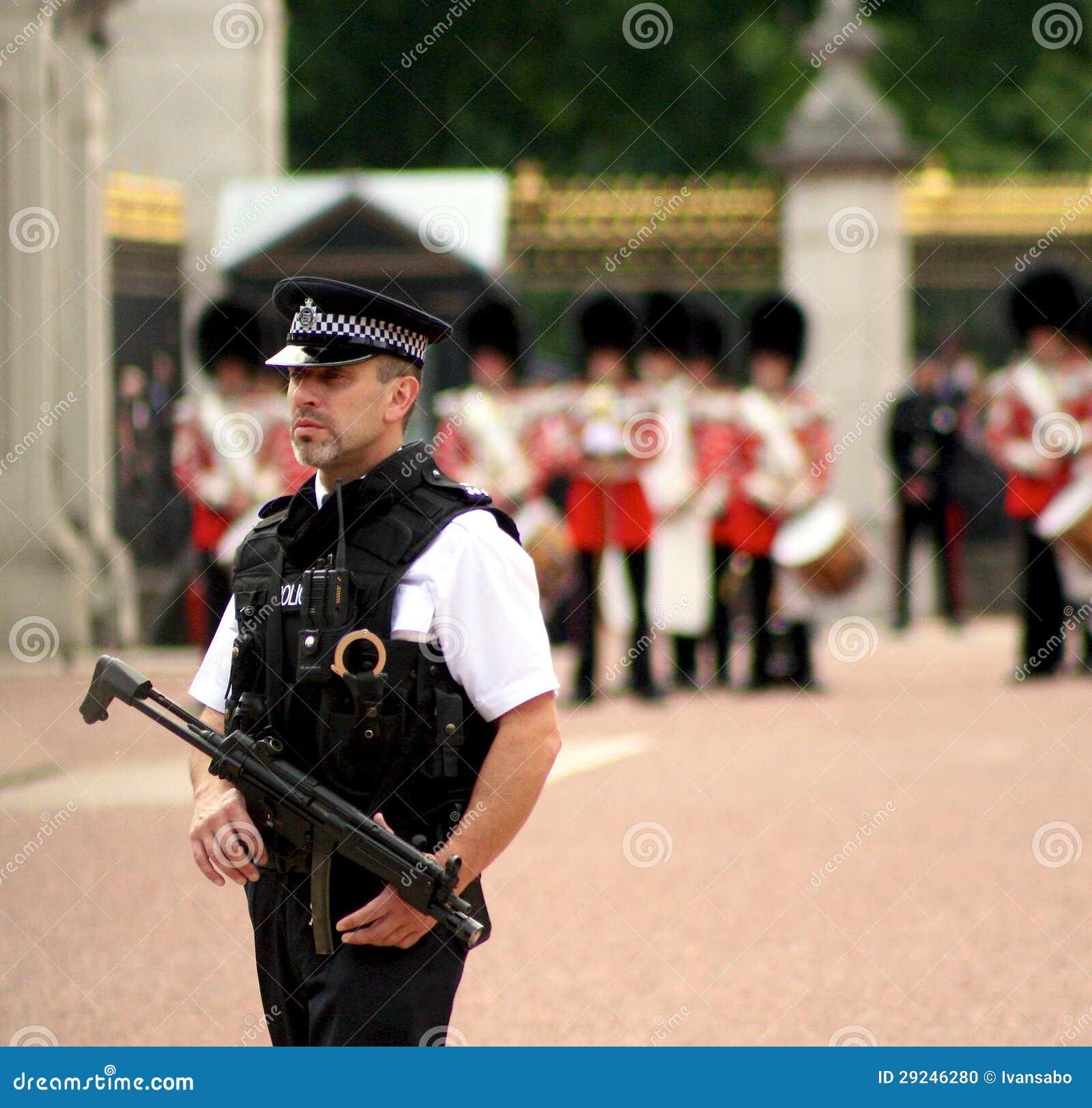 Download Agente Da Polícia Em Londres Imagem Editorial - Imagem de buckingham, oficial: 29246280