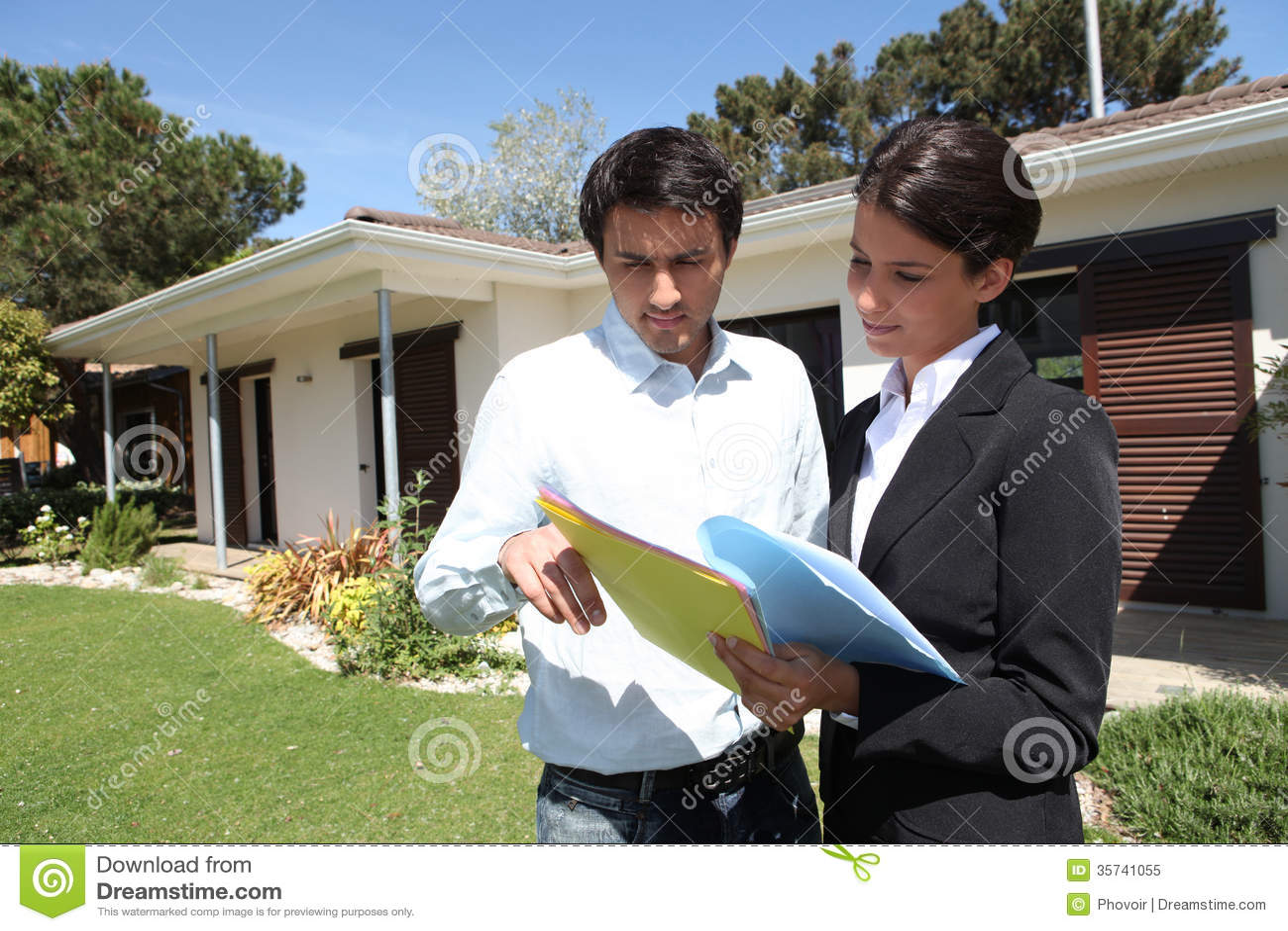 Agente imobiliário estado com cliente