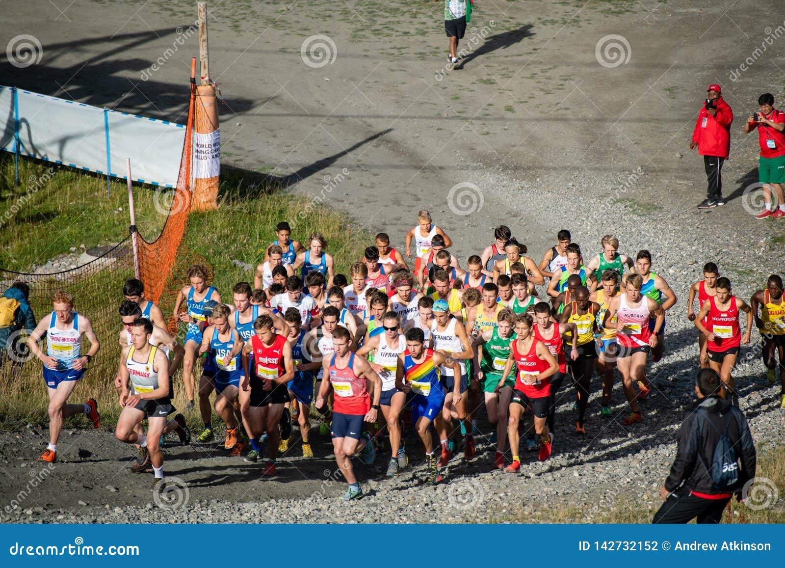 Agenten omhoog de eerste heuvel in het Lopende de Kampioenschappenras van de Wereldberg