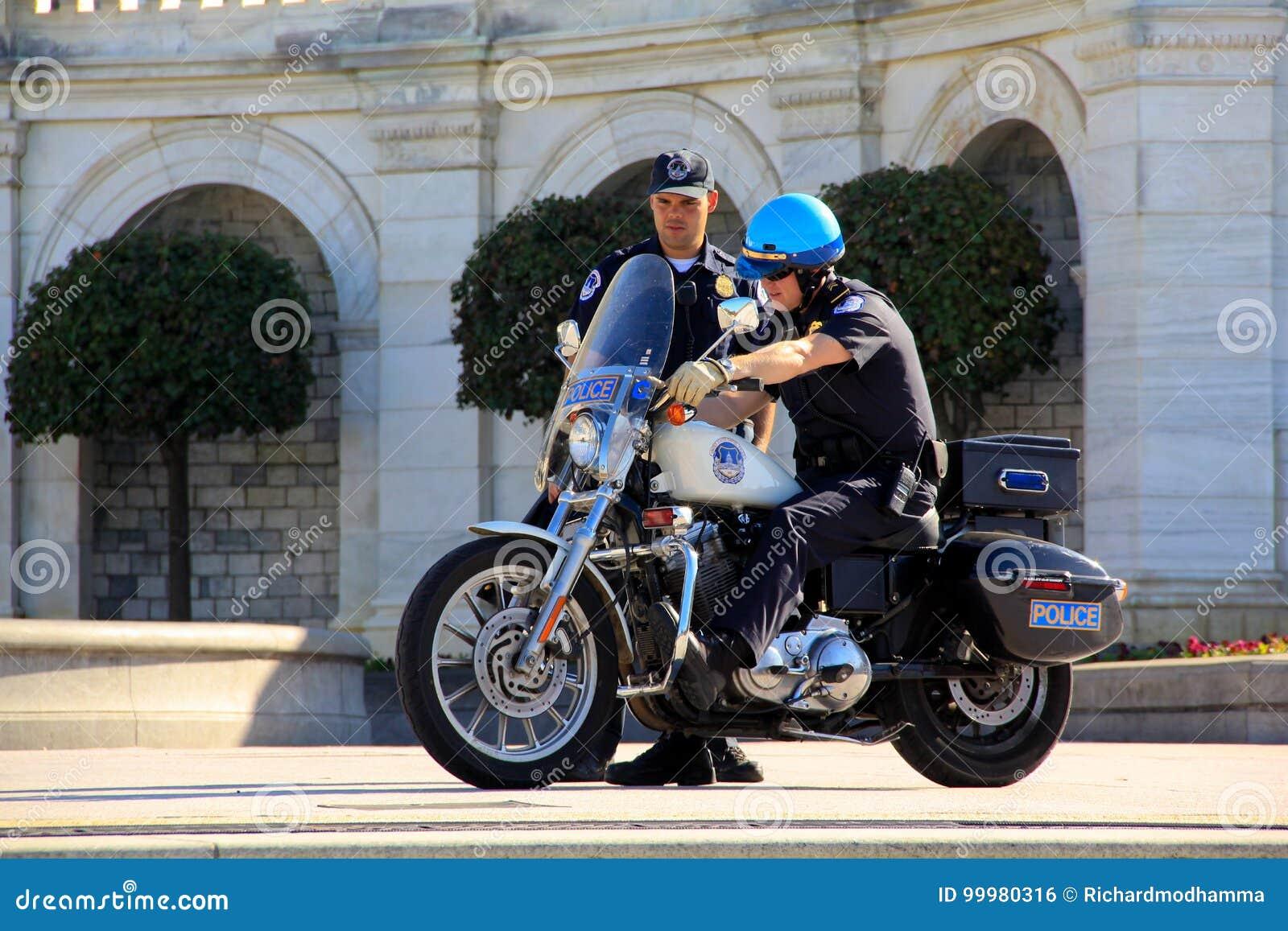 Agentes da polícia da capital dos E.U.