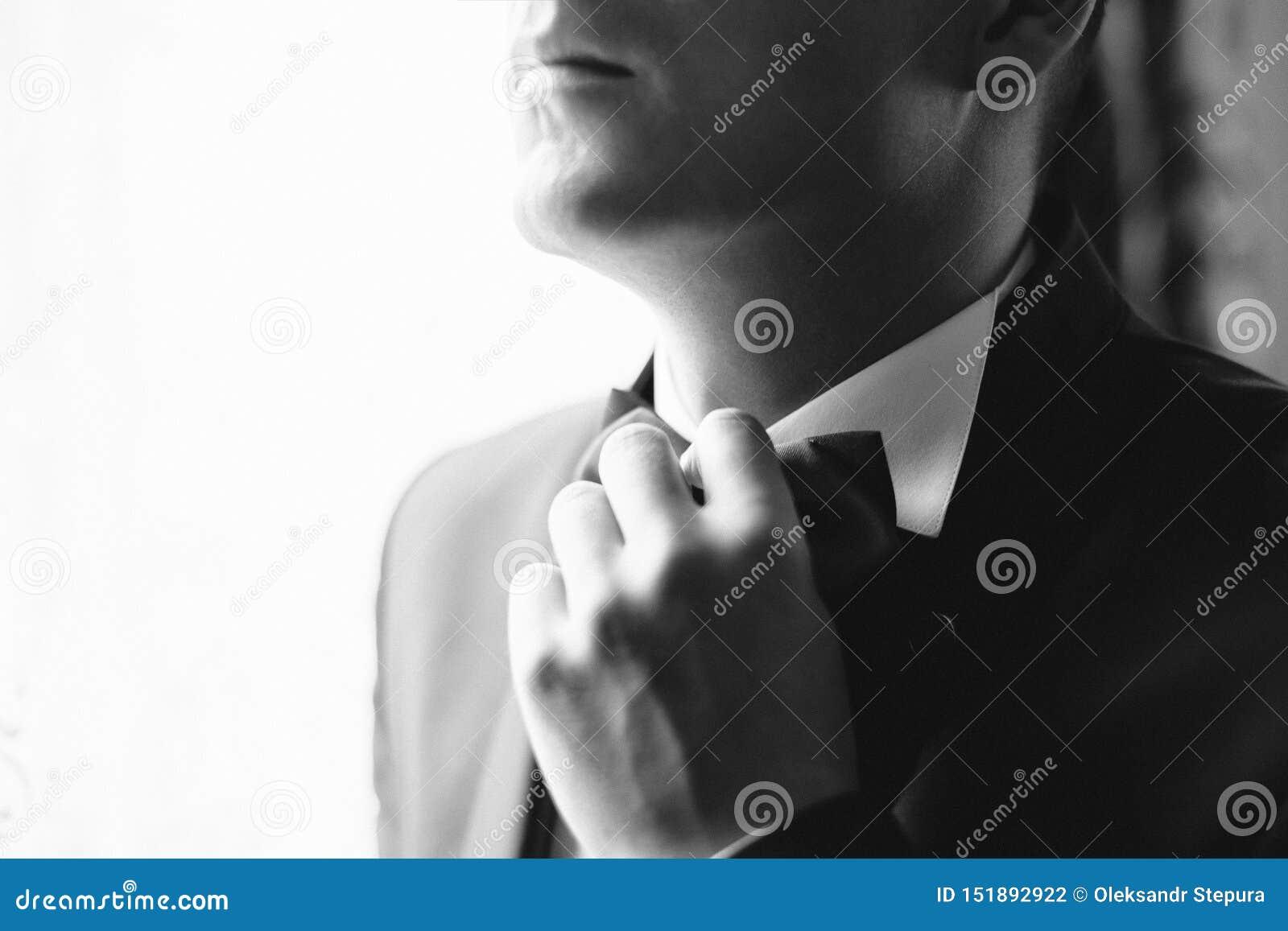 Agghindandosi sul vostro giorno delle nozze