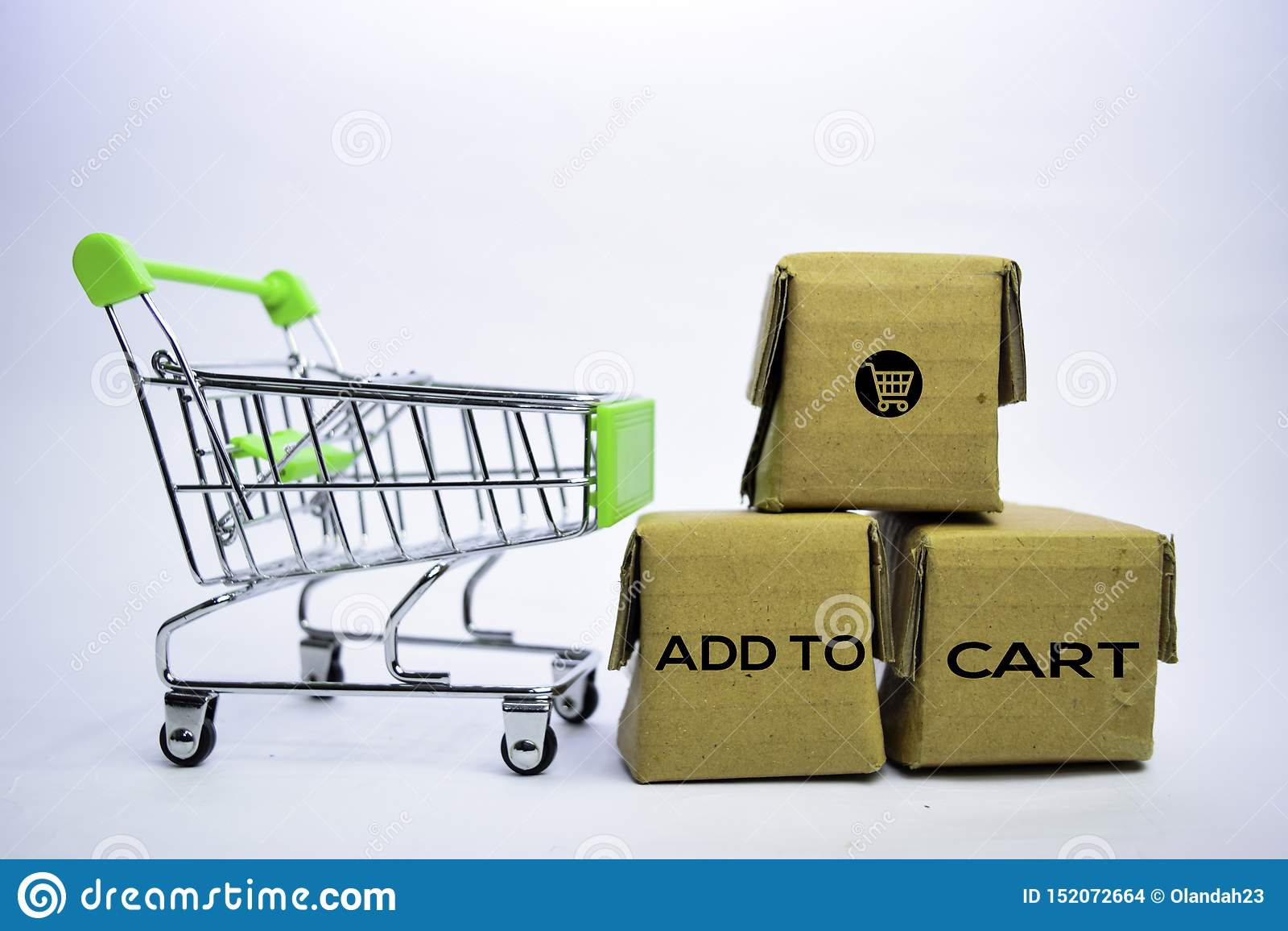 Aggiunga al testo del carretto in piccole scatole e carrello Concetti circa acquisto online Isolato su priorit? bassa bianca