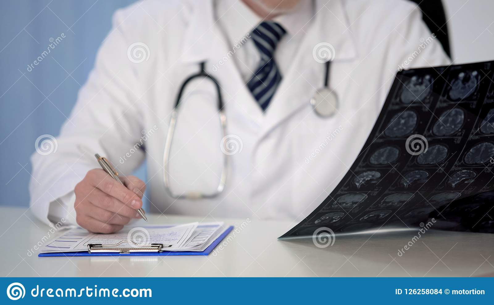 Aggiusti il farmaco di prescrizione per la malattia di cervello, la risonanza magnetica d esame, assicurazione