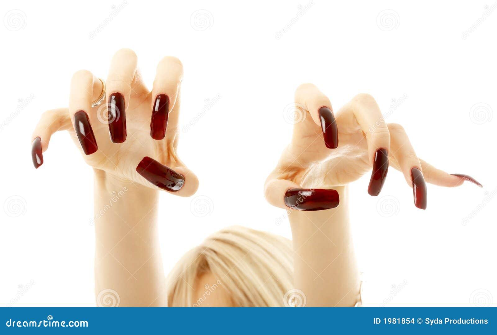 Женщины с длинными ногтями